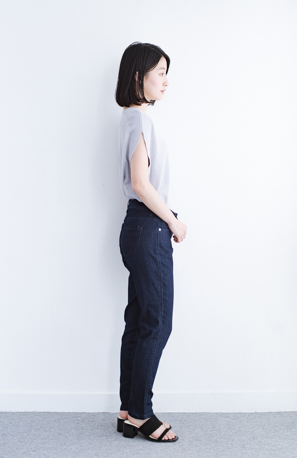 haco! カットソー感覚で着られる 洗えるオトナニットトップス by MAKORI <ライトグレー>の商品写真7