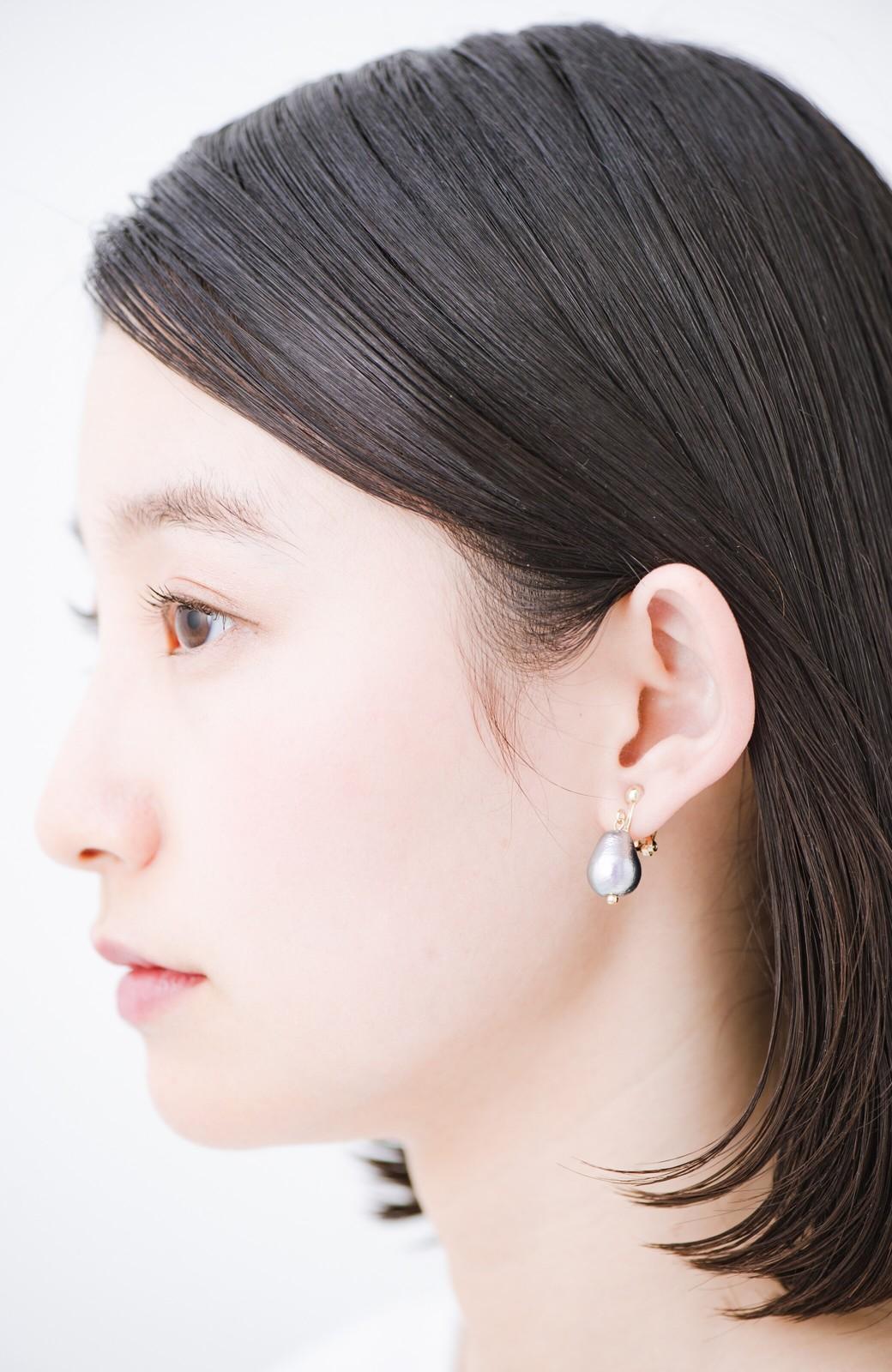 haco! さりげなく耳もとで揺れる コットンパールのシンプルイヤアクセ <グレー>の商品写真7