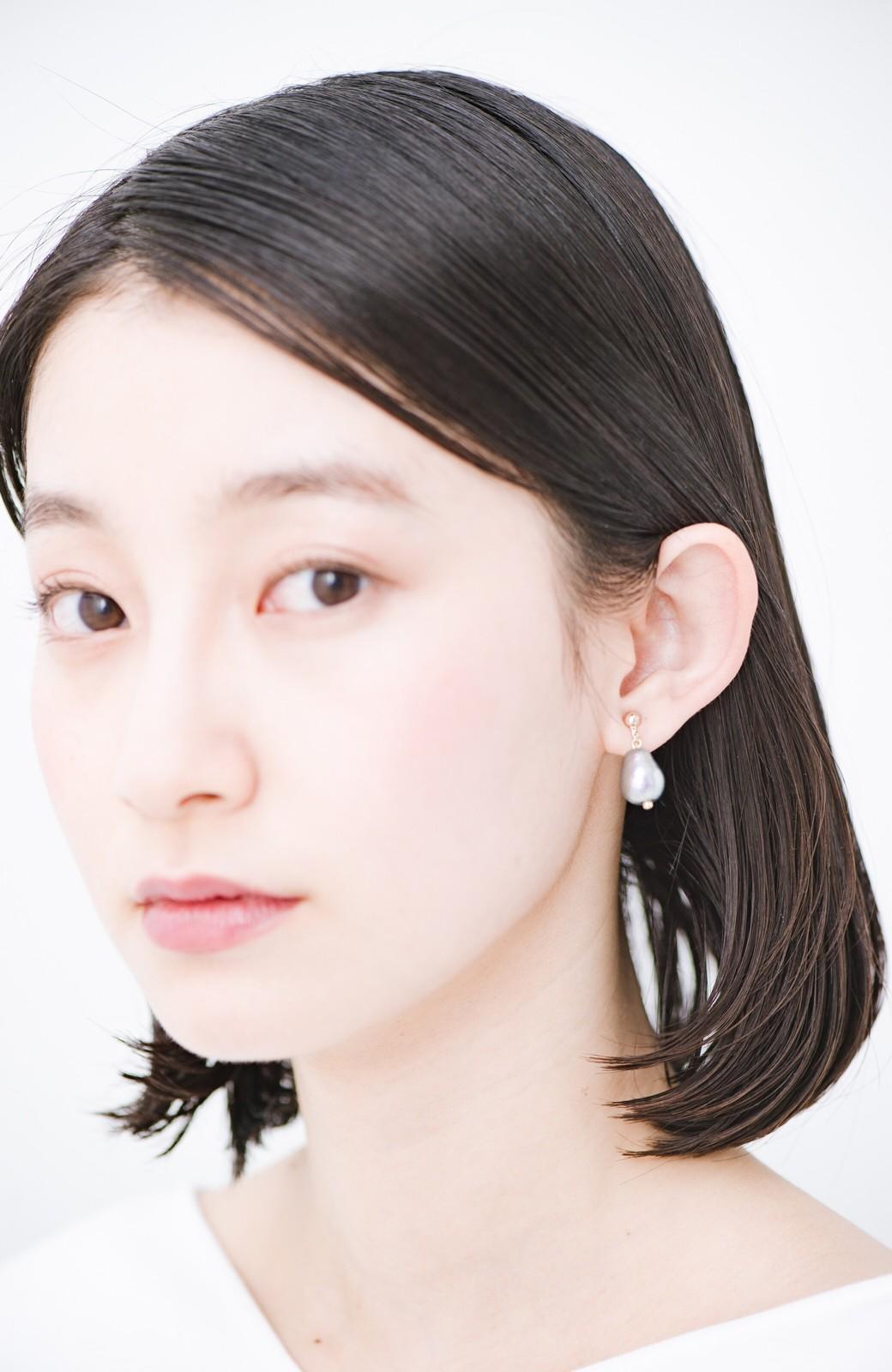 haco! さりげなく耳もとで揺れる コットンパールのシンプルイヤアクセ <グレー>の商品写真8