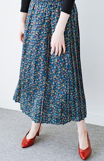 haco! 【レッド残りわずか!】これを着てお出かけしたくなる!はきやすくて気分が上がる花柄プリーツスカート <ブルー>の商品写真