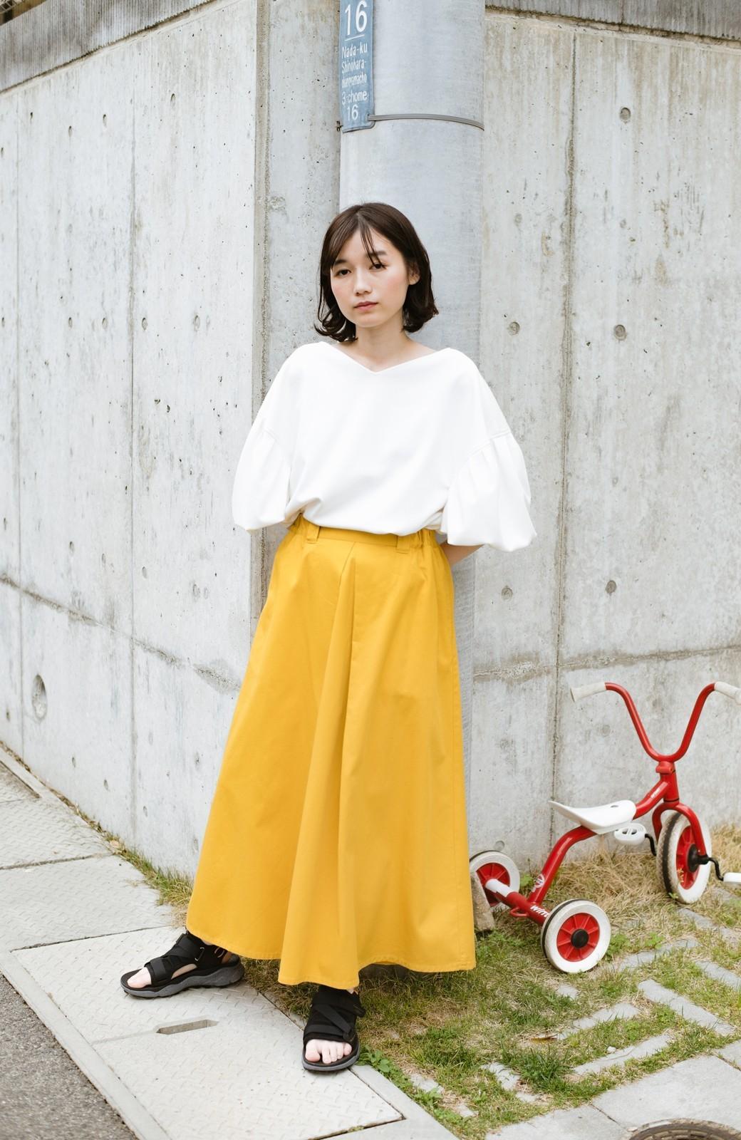 haco! ロングシーズン楽しめる タックボリュームのチノロングスカート <イエロー>の商品写真2