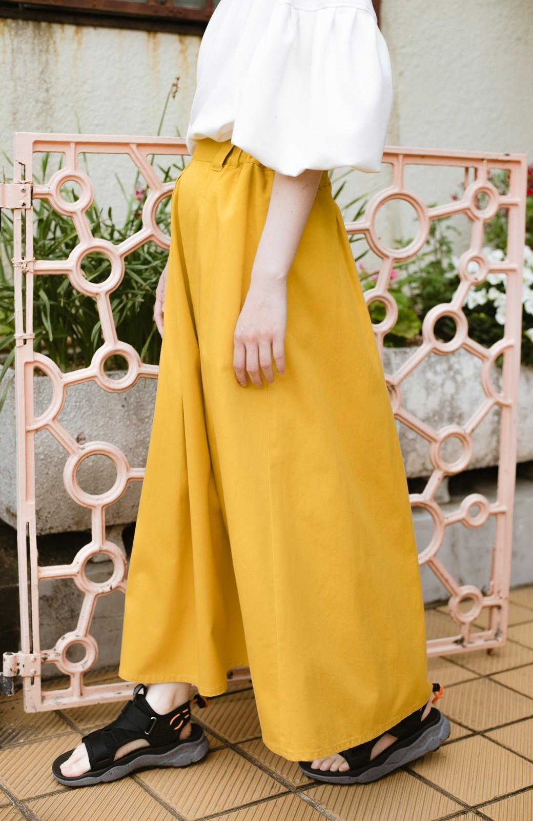 haco! ロングシーズン楽しめる タックボリュームのチノロングスカート <イエロー>の商品写真1