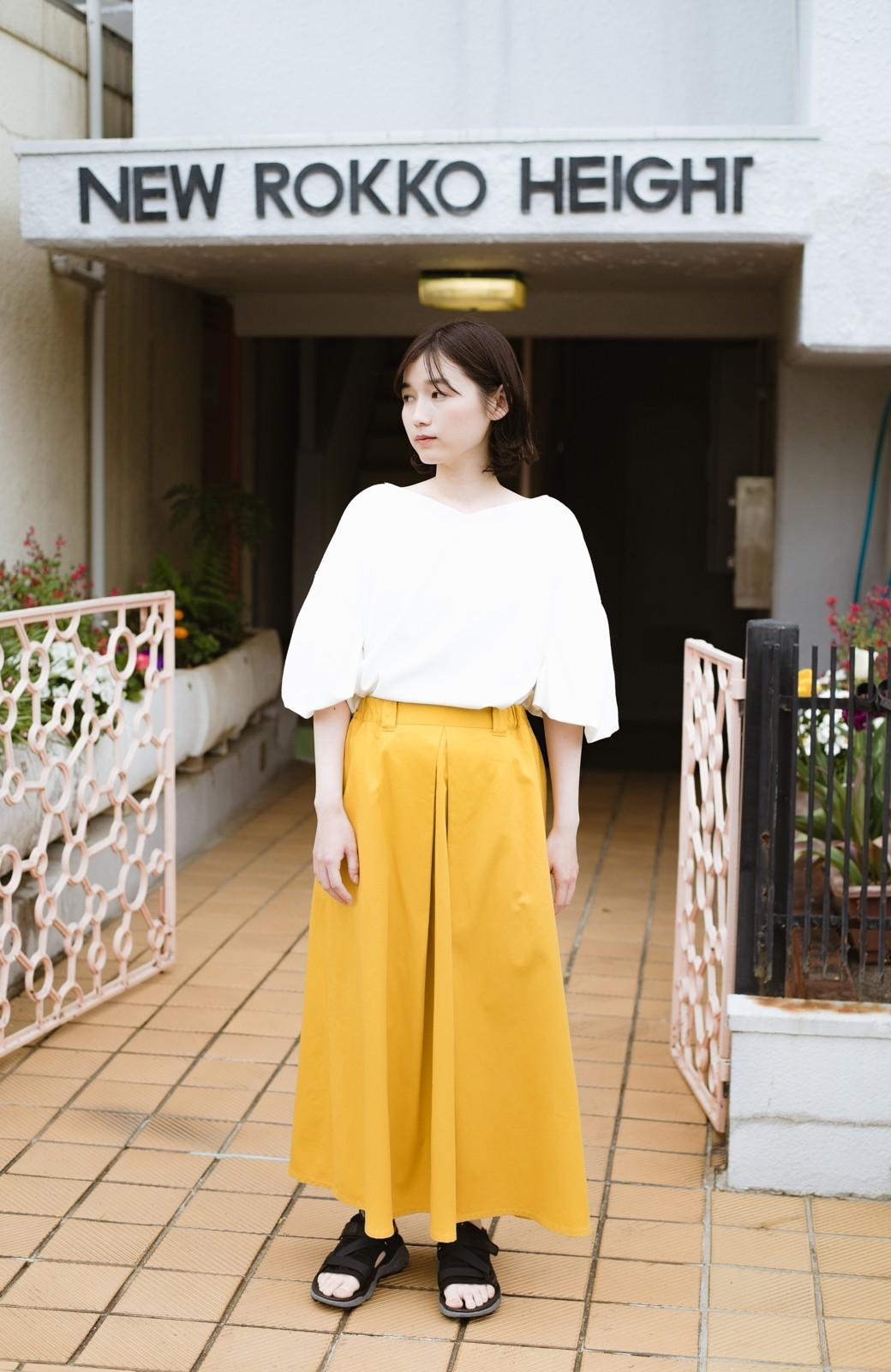 haco! ロングシーズン楽しめる タックボリュームのチノロングスカート <イエロー>の商品写真3