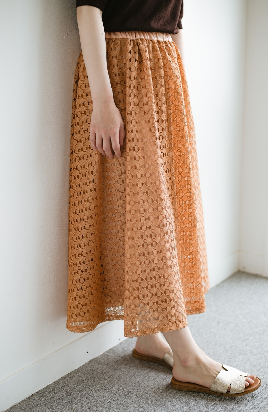 haco! 【洗濯機洗いOK】華やぎコーデを完成させる スクエアレースのカラーロングスカート <オレンジ>の商品写真8