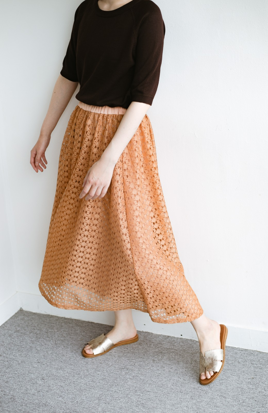 haco! 【洗濯機洗いOK】華やぎコーデを完成させる スクエアレースのカラーロングスカート <オレンジ>の商品写真2
