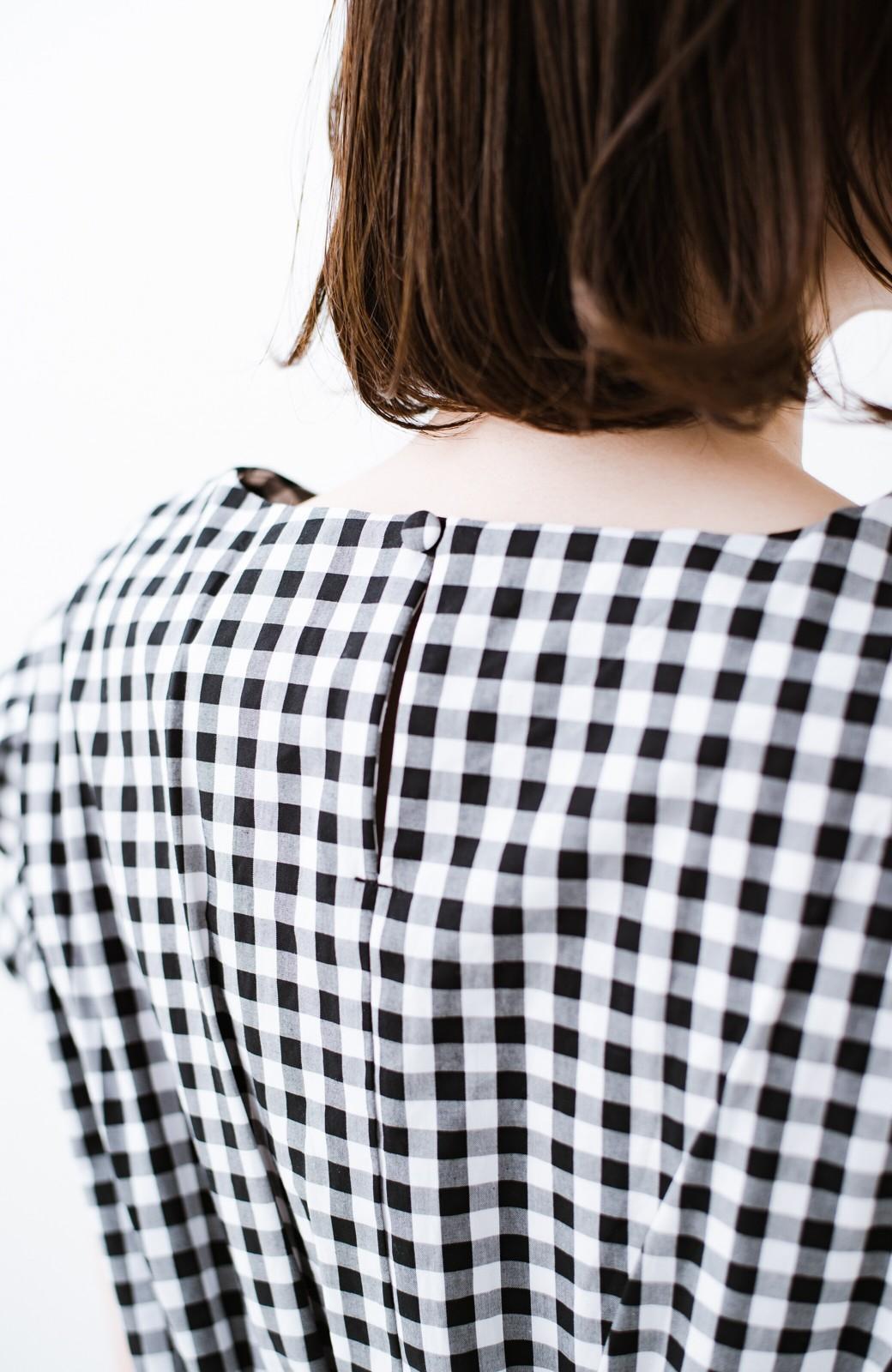 haco! 【洗濯機洗いOK】これ1枚でコーデが見映えする ゆったりチェック柄ワンピース <ブラック系その他>の商品写真6