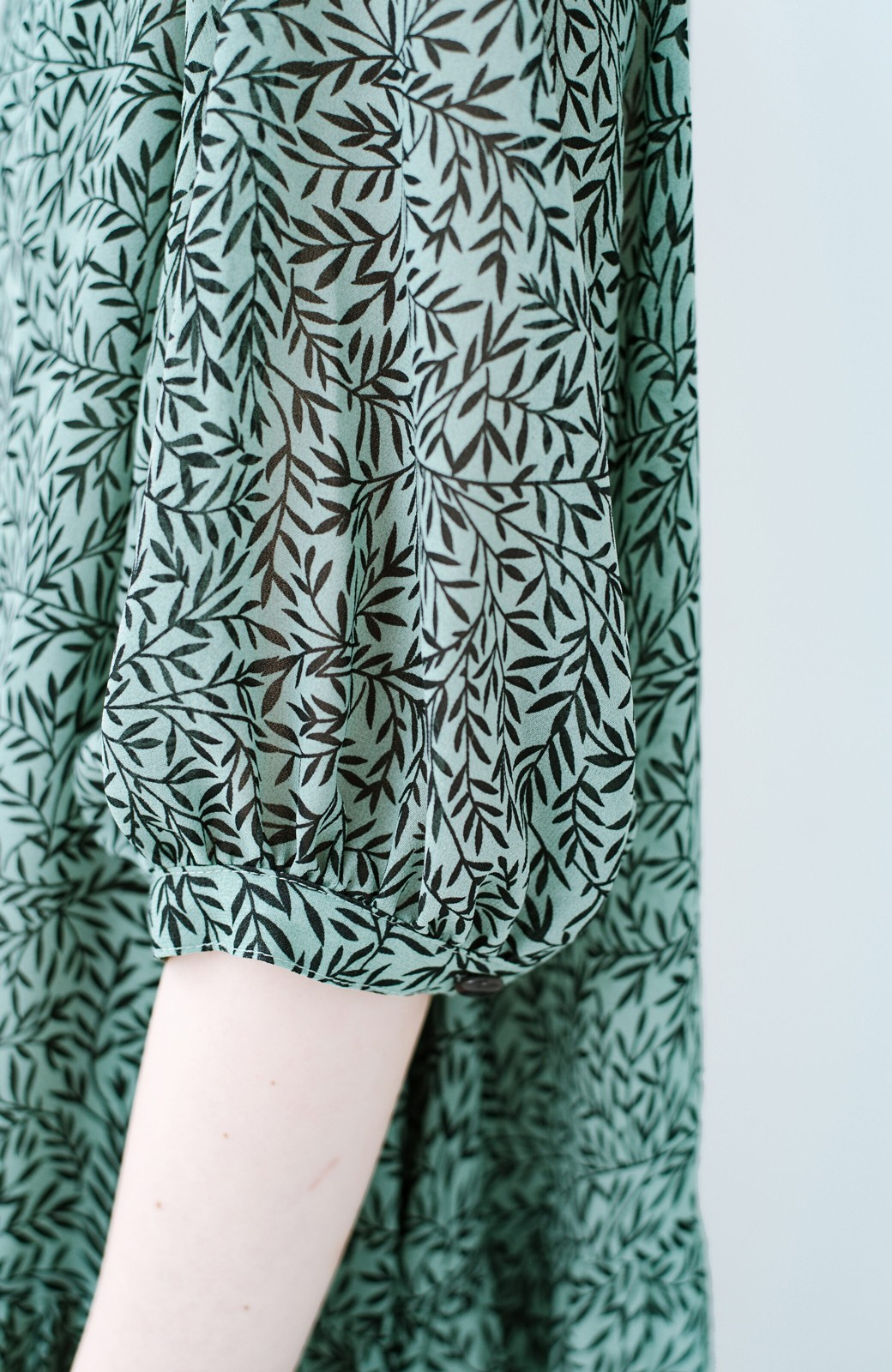 haco! パッと着るだけで映える 柄がかわいいティアードワンピース <グリーン系その他>の商品写真5
