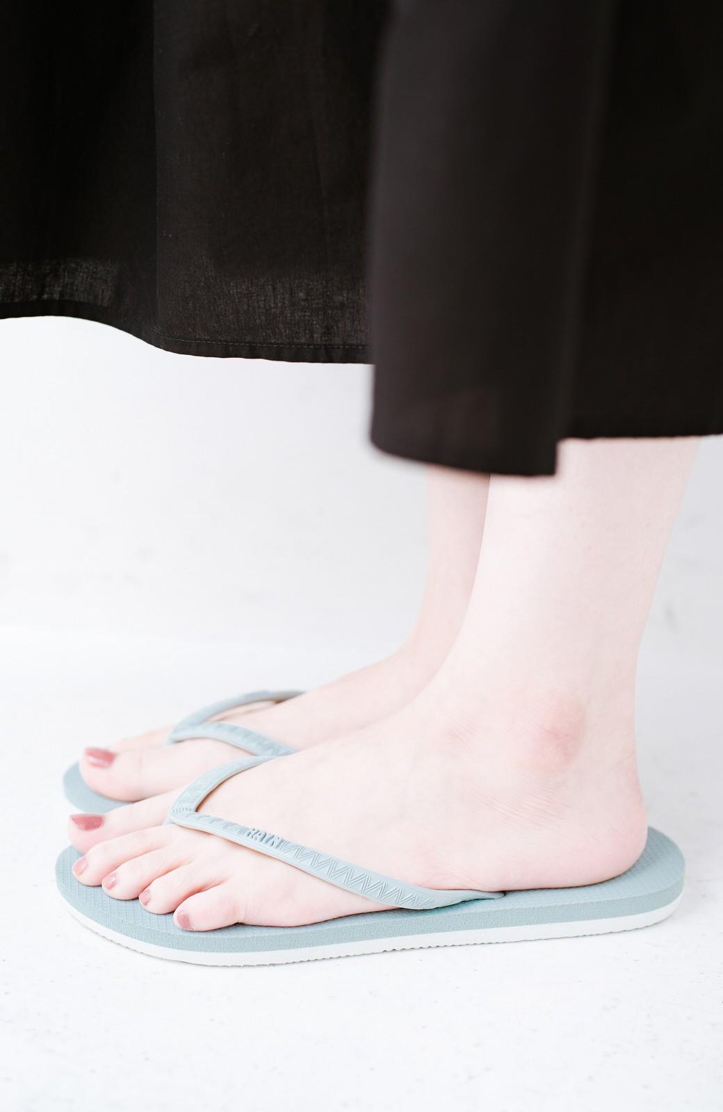 haco! 気軽に履きたい 天然ゴムのビーチサンダル byHAYN <ライトブルー>の商品写真4