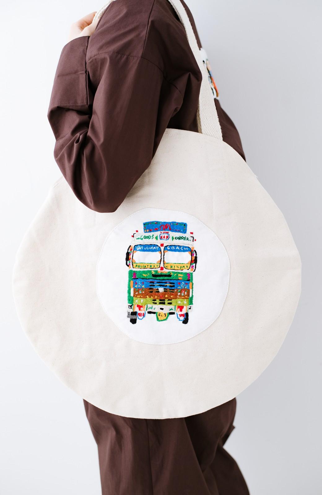 haco! Stitch by Stitch (truck)オーガニックコットンのまんまるバッグ <ホワイト>の商品写真3