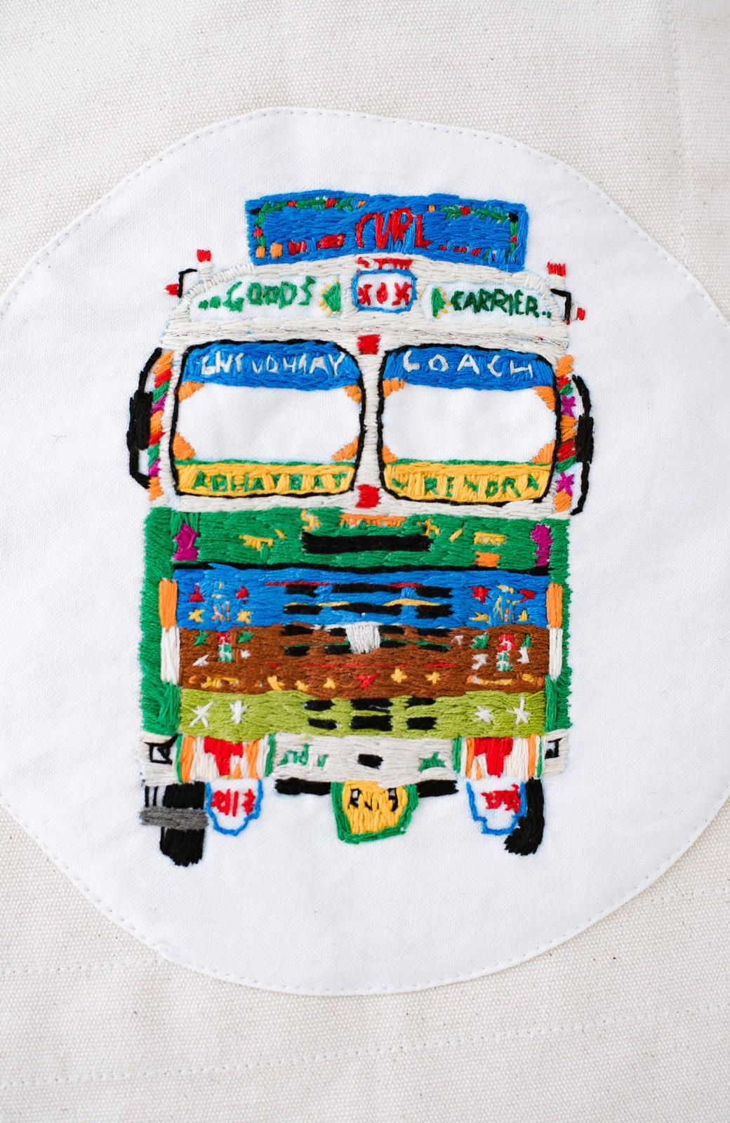 haco! Stitch by Stitch (truck)オーガニックコットンのまんまるバッグ <ホワイト>の商品写真2