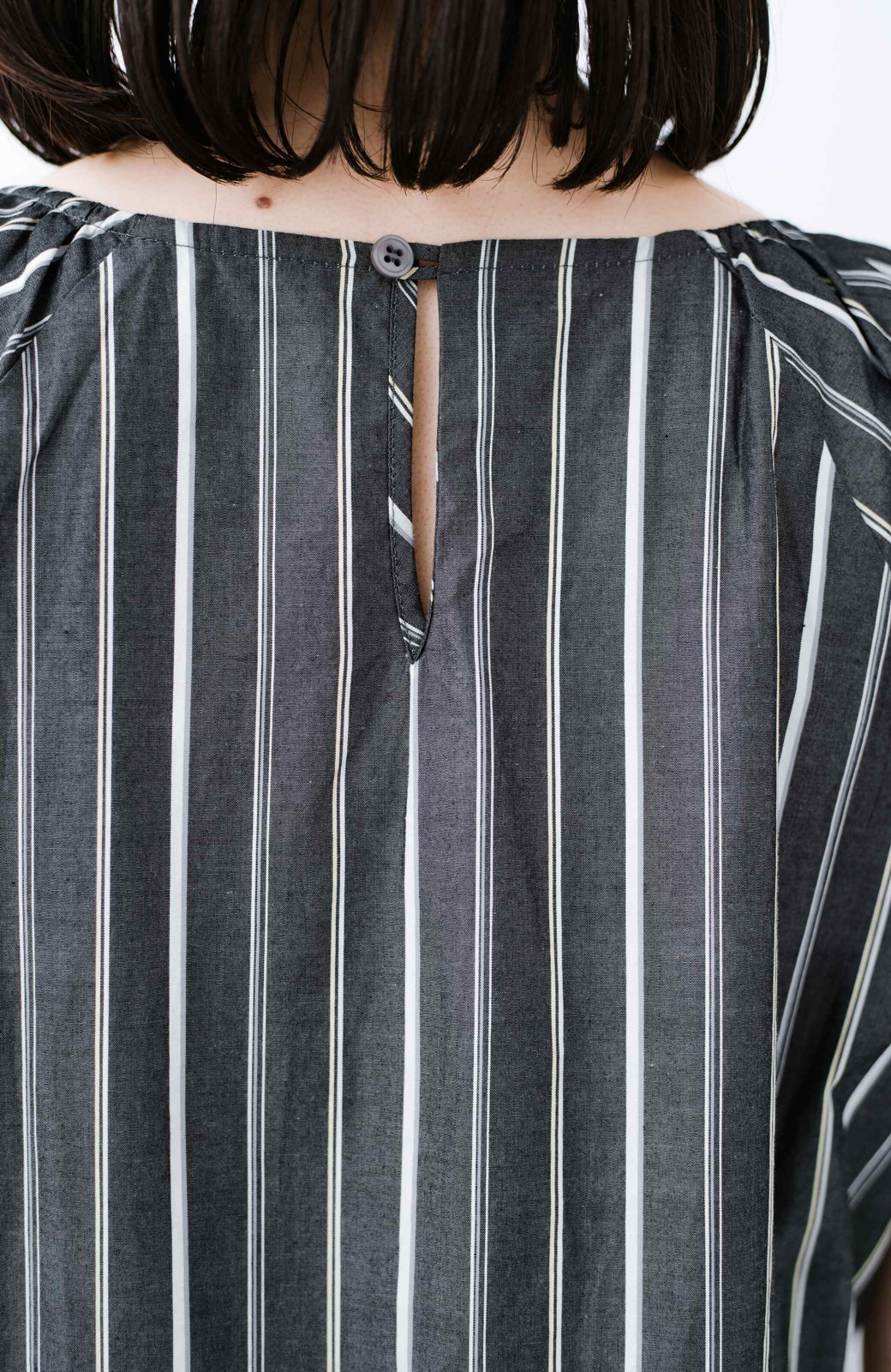 haco! パッと着て、今っぽかわいくなれる ウエストリボンがポイントのマルチストライプワンピース <ブラック>の商品写真3