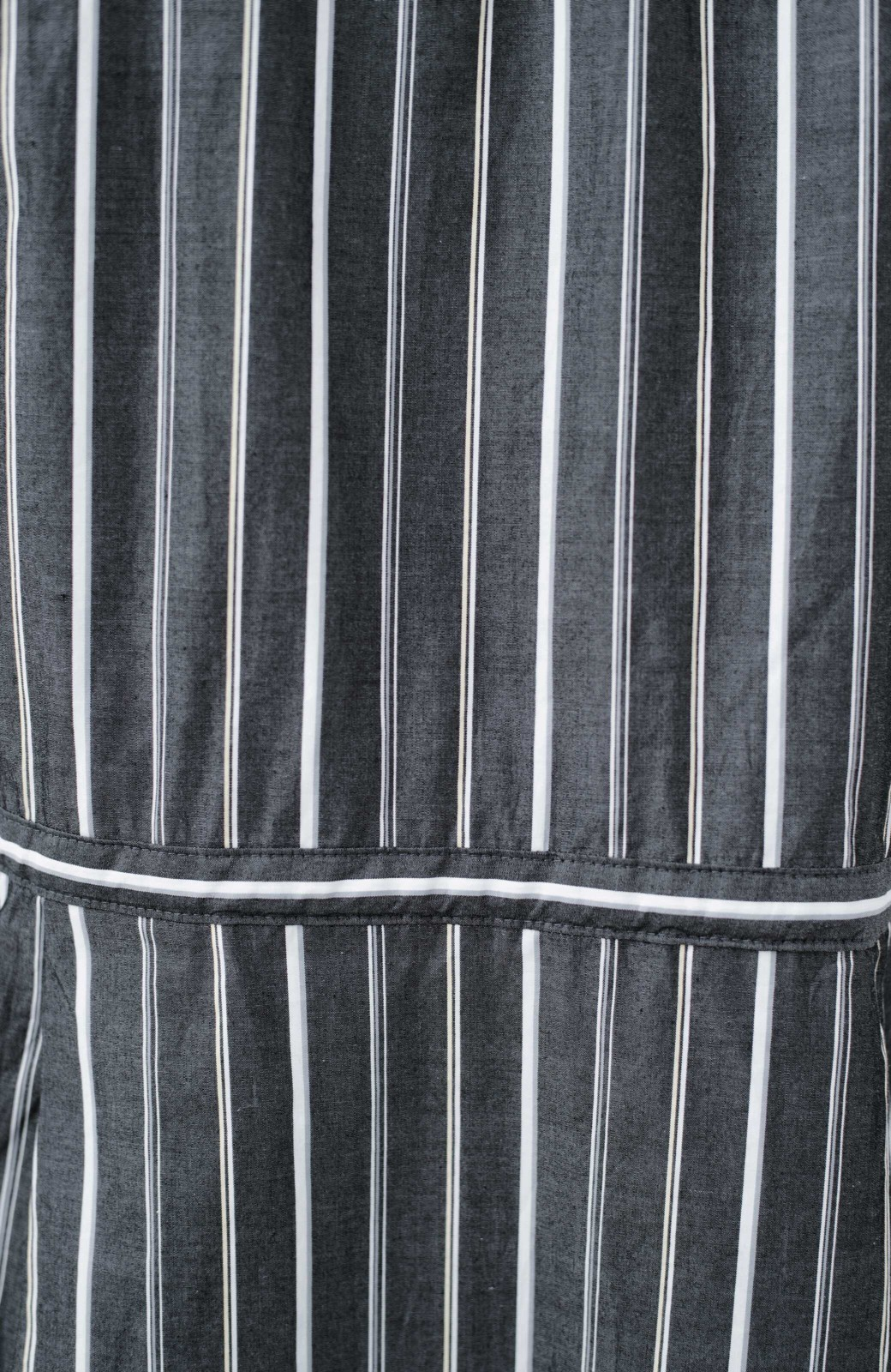 haco! パッと着て、今っぽかわいくなれる ウエストリボンがポイントのマルチストライプワンピース <ブラック>の商品写真4