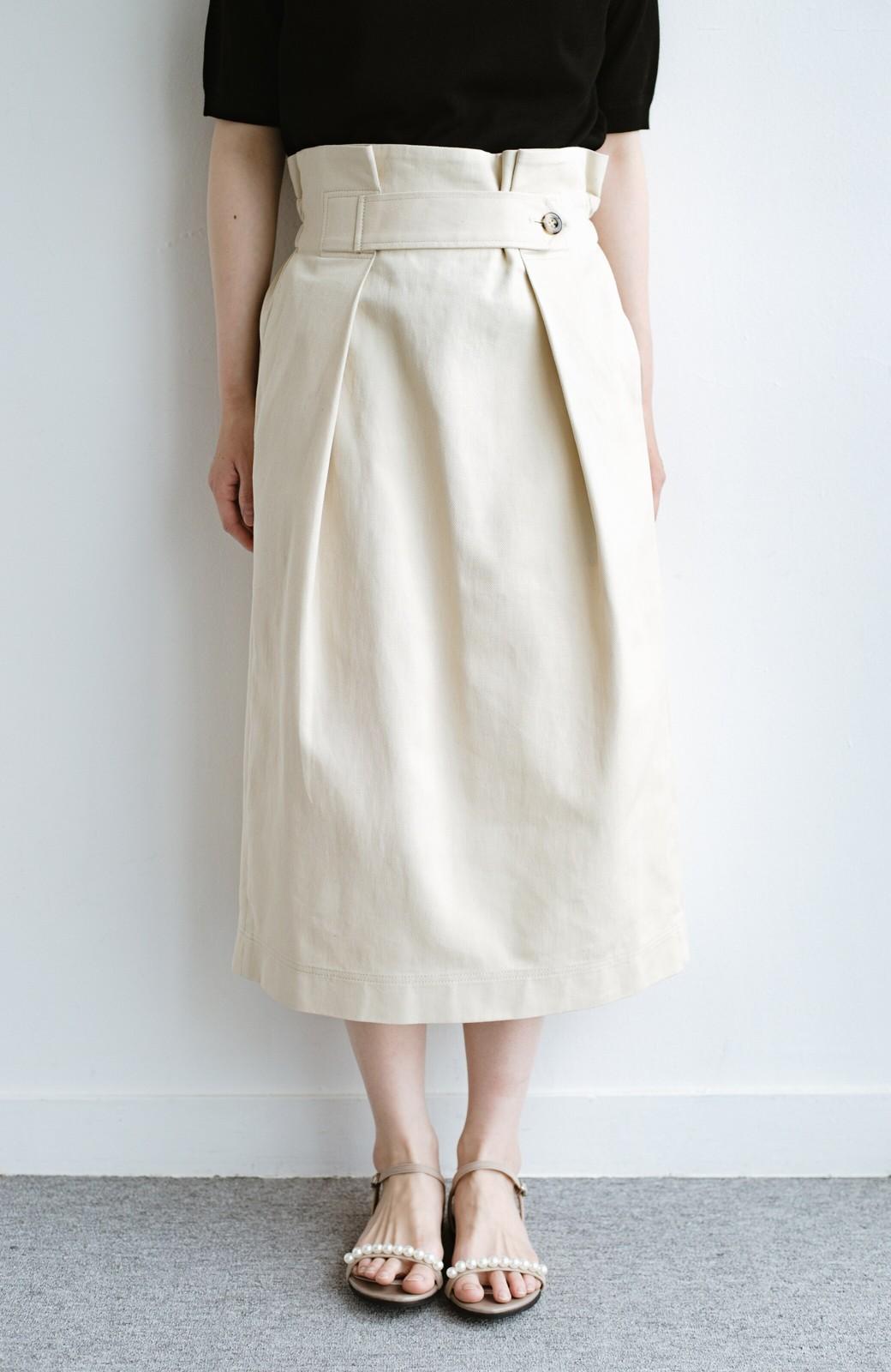 haco! ボタンがポイントのカジュアルにもきれいにもはけるセミタイトスカート <ライトベージュ>の商品写真5