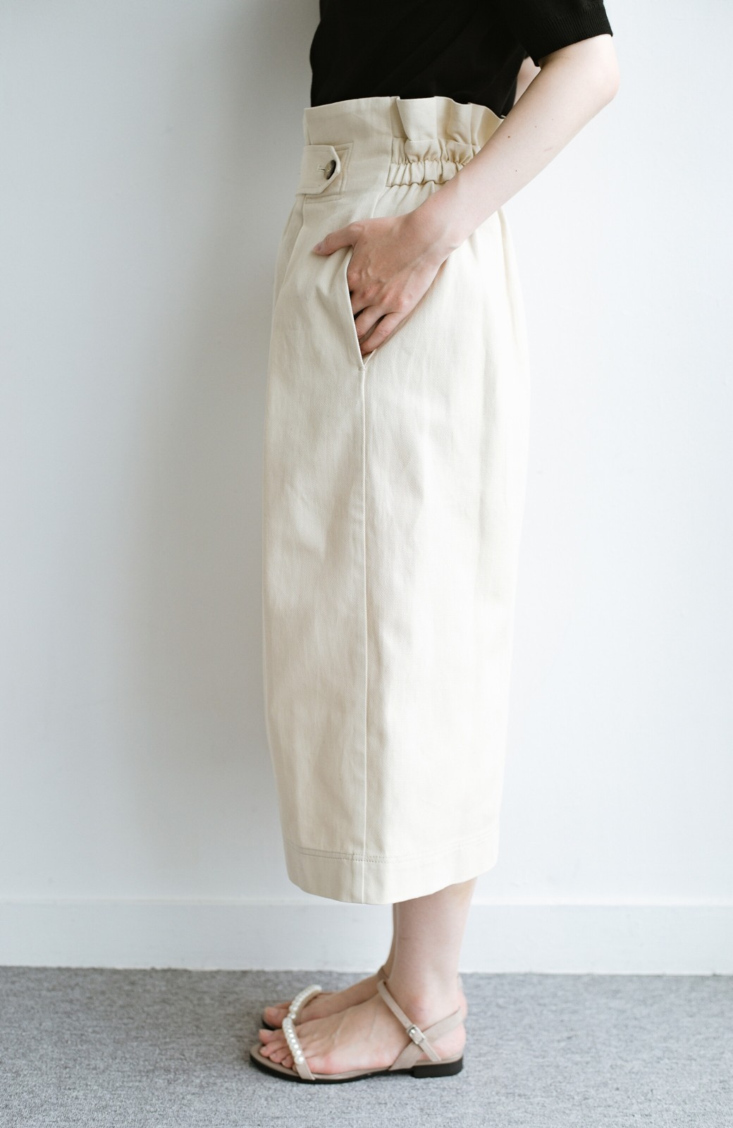 haco! ボタンがポイントのカジュアルにもきれいにもはけるセミタイトスカート <ライトベージュ>の商品写真10