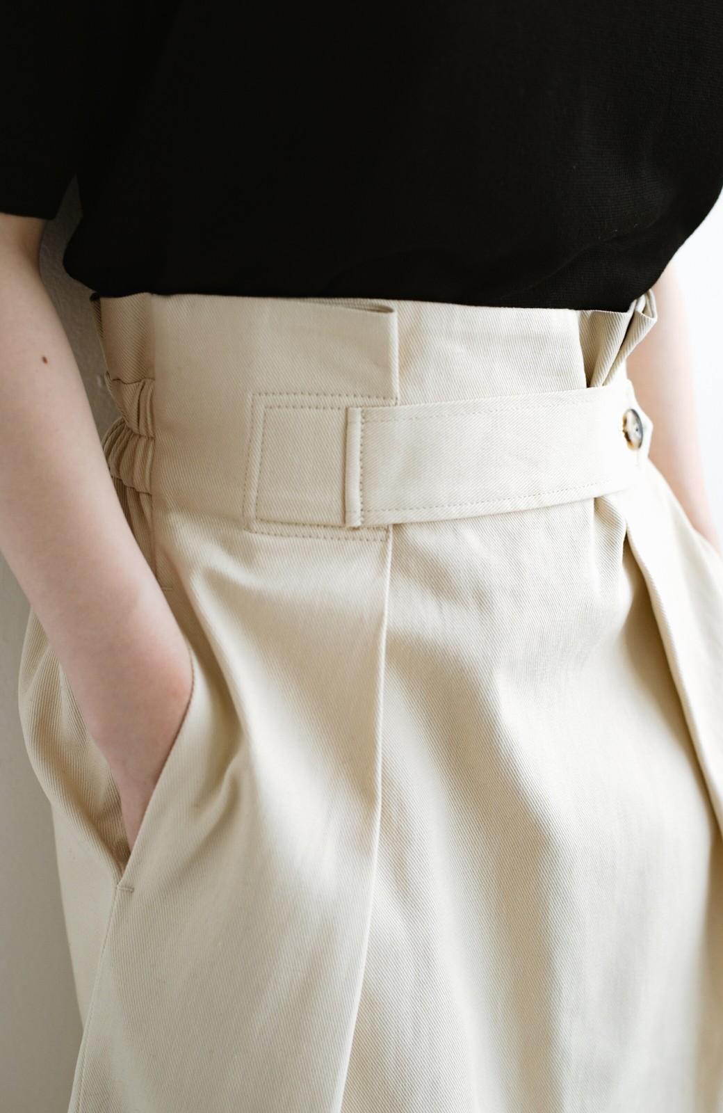 haco! ボタンがポイントのカジュアルにもきれいにもはけるセミタイトスカート <ライトベージュ>の商品写真4