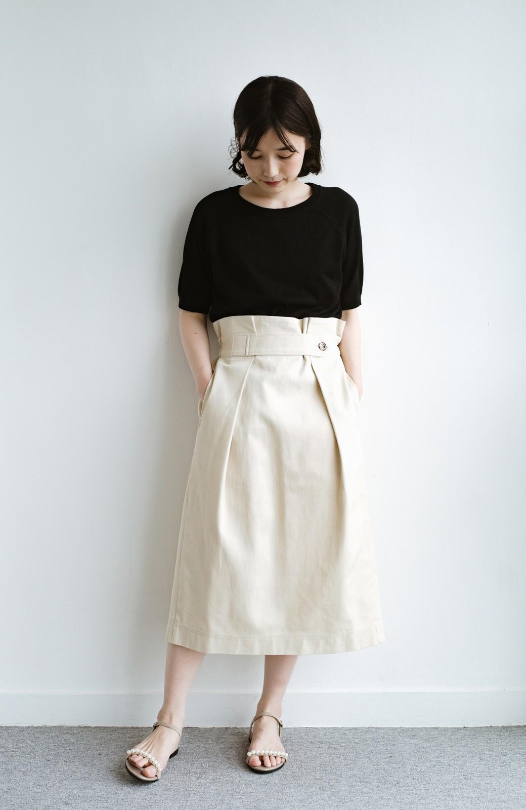 haco! ボタンがポイントのカジュアルにもきれいにもはけるセミタイトスカート <ライトベージュ>の商品写真1
