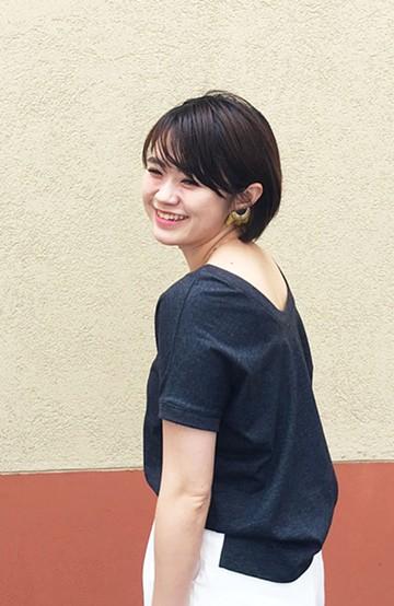 """haco! 胸まわり""""バイーン""""を解決!胸が大きいさんのためのベストシルエットTシャツ from チャームポイント敬愛企画 <チャコールグレー>の商品写真"""