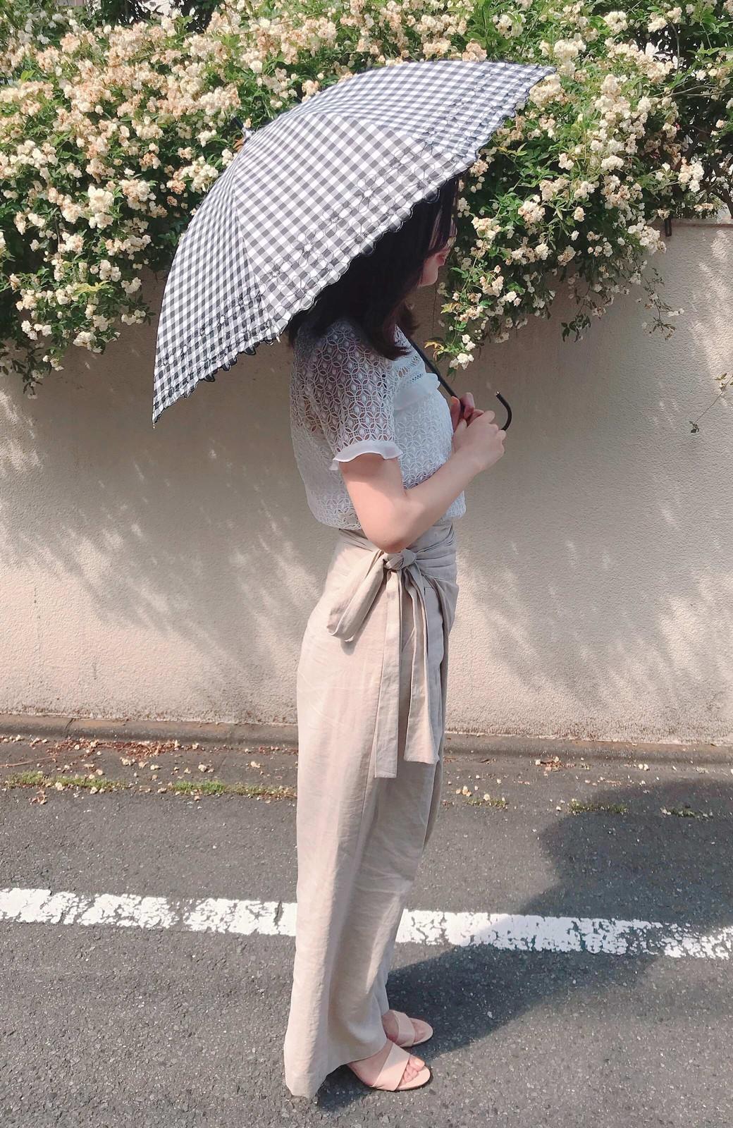 haco! Wpc. <晴雨兼用>遮光ギンガムチェックフラワー刺繍日傘 <ブラック>の商品写真5