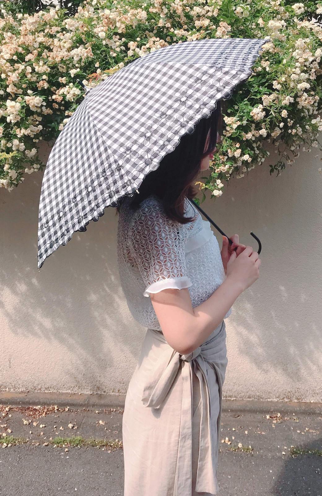 haco! Wpc. <晴雨兼用>遮光ギンガムチェックフラワー刺繍日傘 <ブラック>の商品写真7