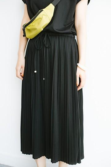 haco! パッと着るだけで楽ちん&きれいなカットソープリーツワンピース <ブラック>の商品写真