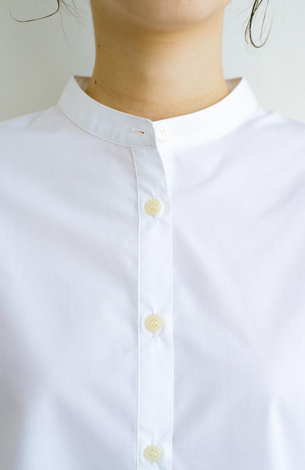 haco! 【あまる肩幅党】肩幅広めがなんのその! きちんと見えて肩まわりゆったりの定番スタンドカラーシャツ <ホワイト>の商品写真5