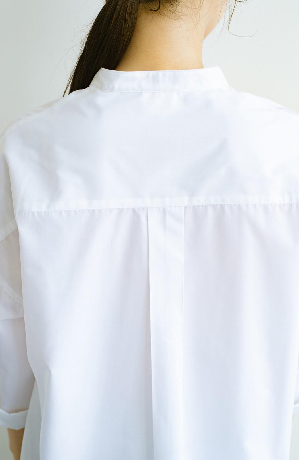 haco! 【あまる肩幅党】肩幅広めがなんのその! きちんと見えて肩まわりゆったりの定番スタンドカラーシャツ <ホワイト>の商品写真7