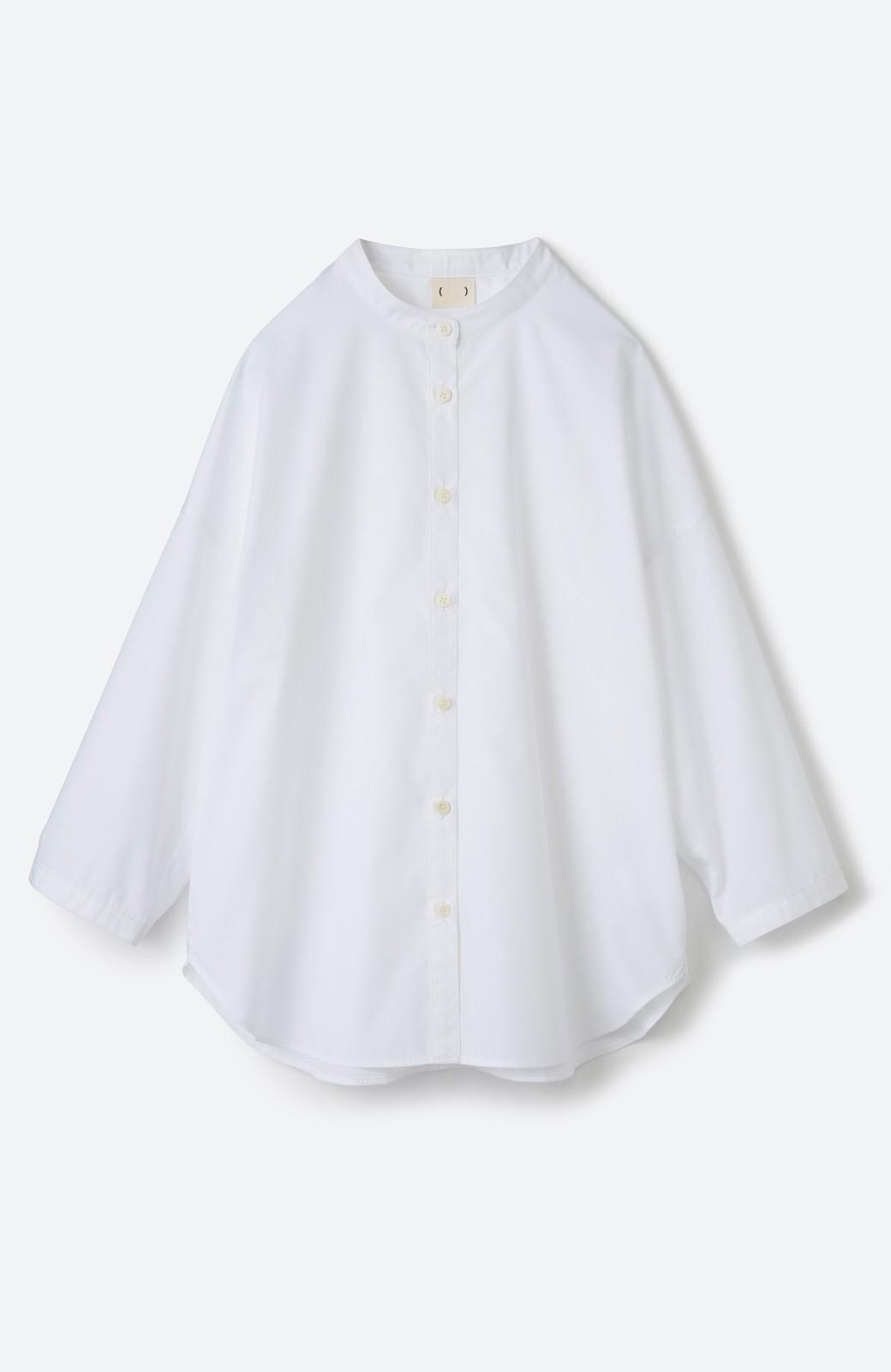 haco! 【あまる肩幅党】肩幅広めがなんのその! きちんと見えて肩まわりゆったりの定番スタンドカラーシャツ <ホワイト>の商品写真9