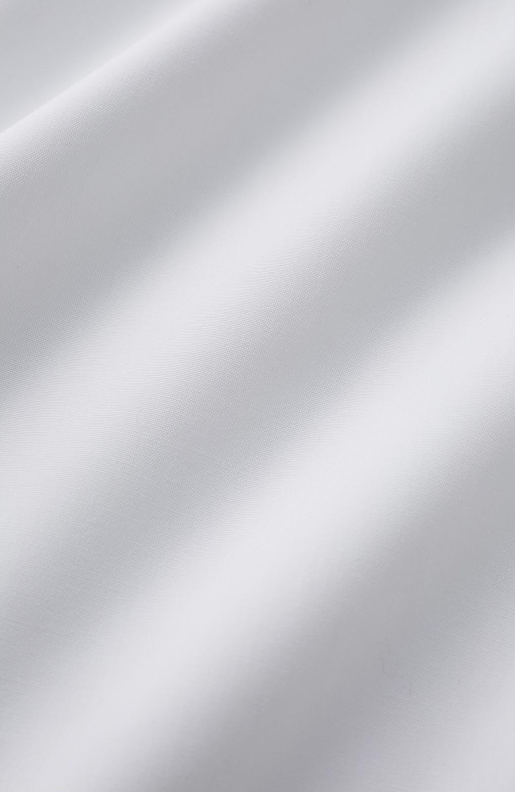 haco! 【あまる肩幅党】肩幅広めがなんのその! きちんと見えて肩まわりゆったりの定番スタンドカラーシャツ <ホワイト>の商品写真3