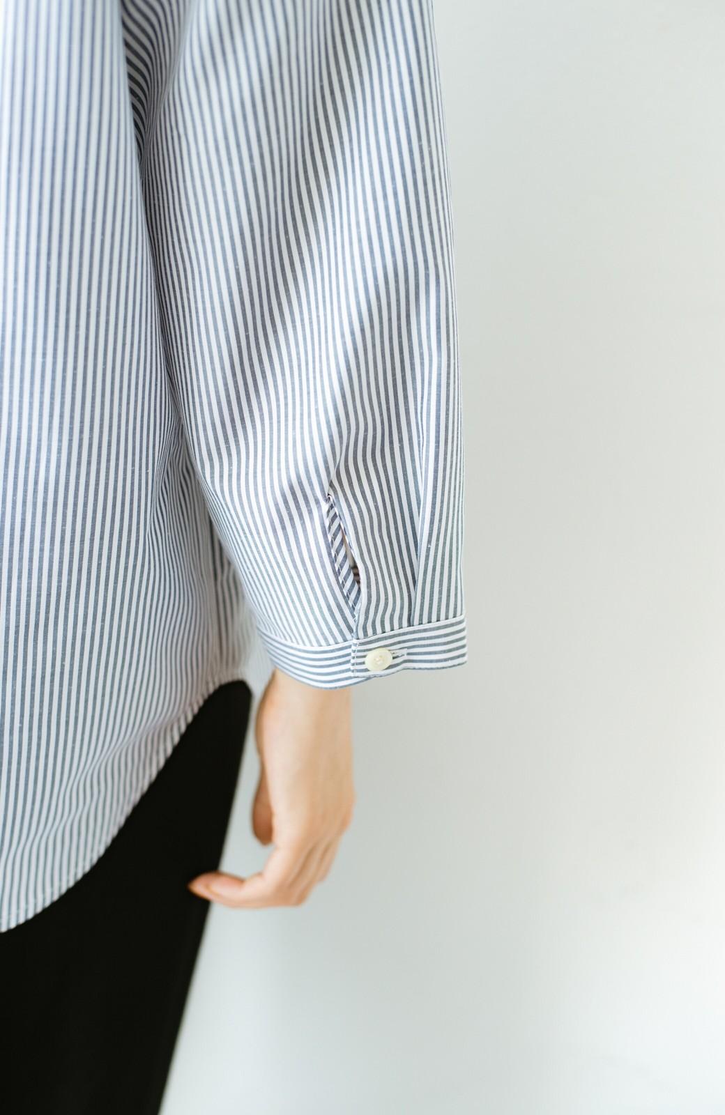 haco! 【あまる肩幅党】肩幅広めがなんのその! きちんと見えて肩まわりゆったりの定番スタンドカラーシャツ <ストライプ>の商品写真5