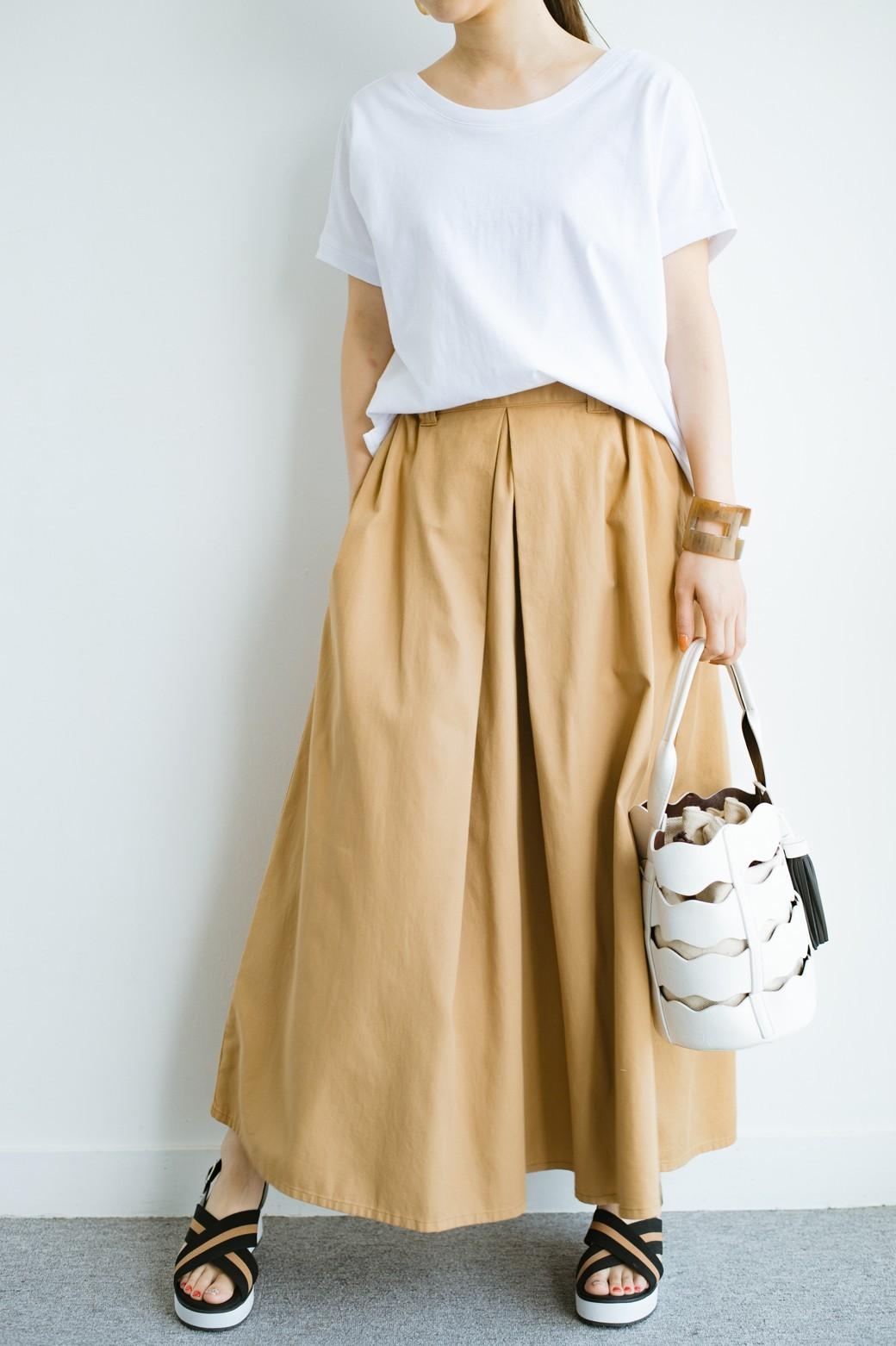 haco! 【今年も再販!】ロングシーズン楽しめる タックボリュームのチノロングスカート <ベージュ>の商品写真1