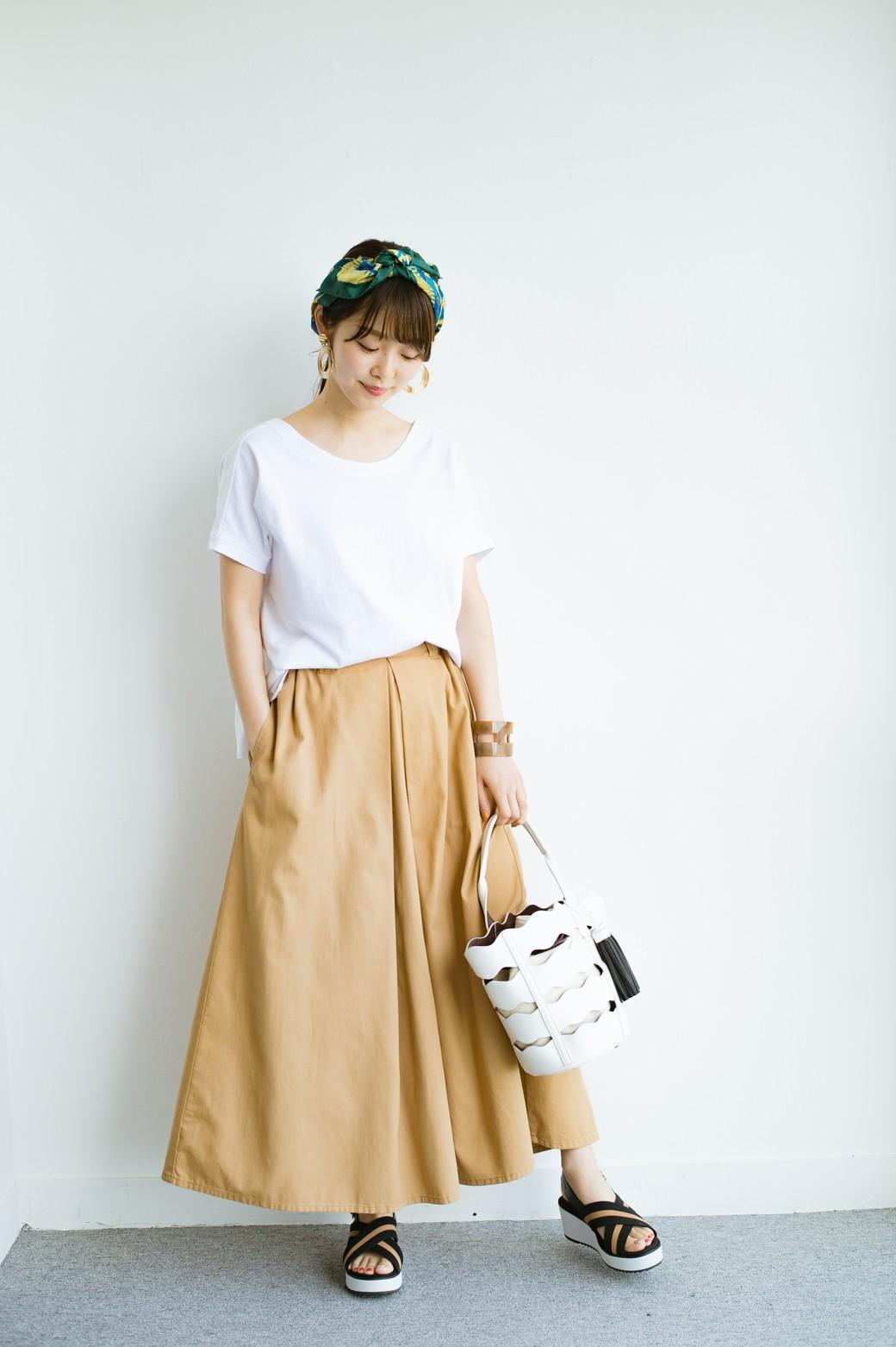 haco! 【今年も再販!】ロングシーズン楽しめる タックボリュームのチノロングスカート <ベージュ>の商品写真3
