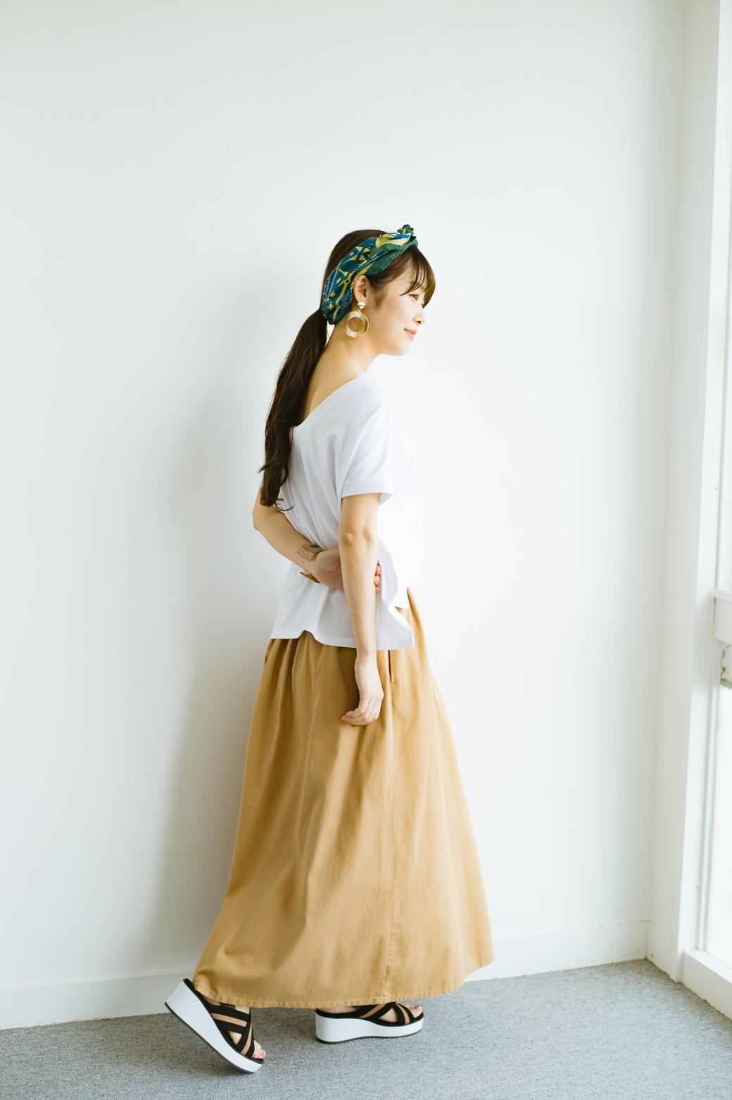 haco! 【今年も再販!】ロングシーズン楽しめる タックボリュームのチノロングスカート <ベージュ>の商品写真12