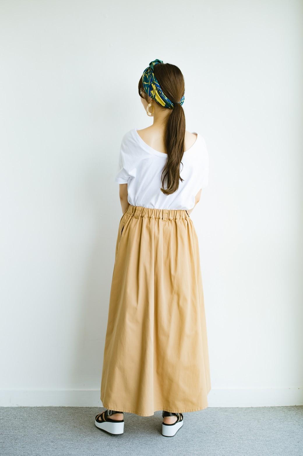 haco! 【今年も再販!】ロングシーズン楽しめる タックボリュームのチノロングスカート <ベージュ>の商品写真9