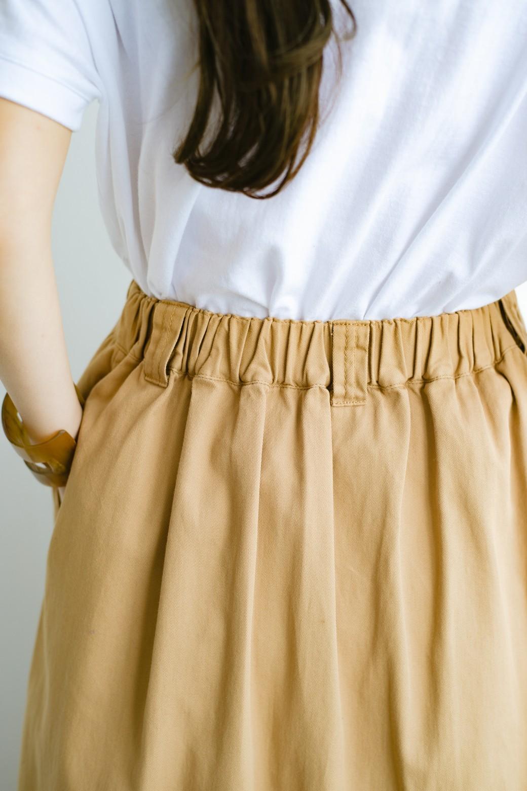 haco! 【今年も再販!】ロングシーズン楽しめる タックボリュームのチノロングスカート <ベージュ>の商品写真6