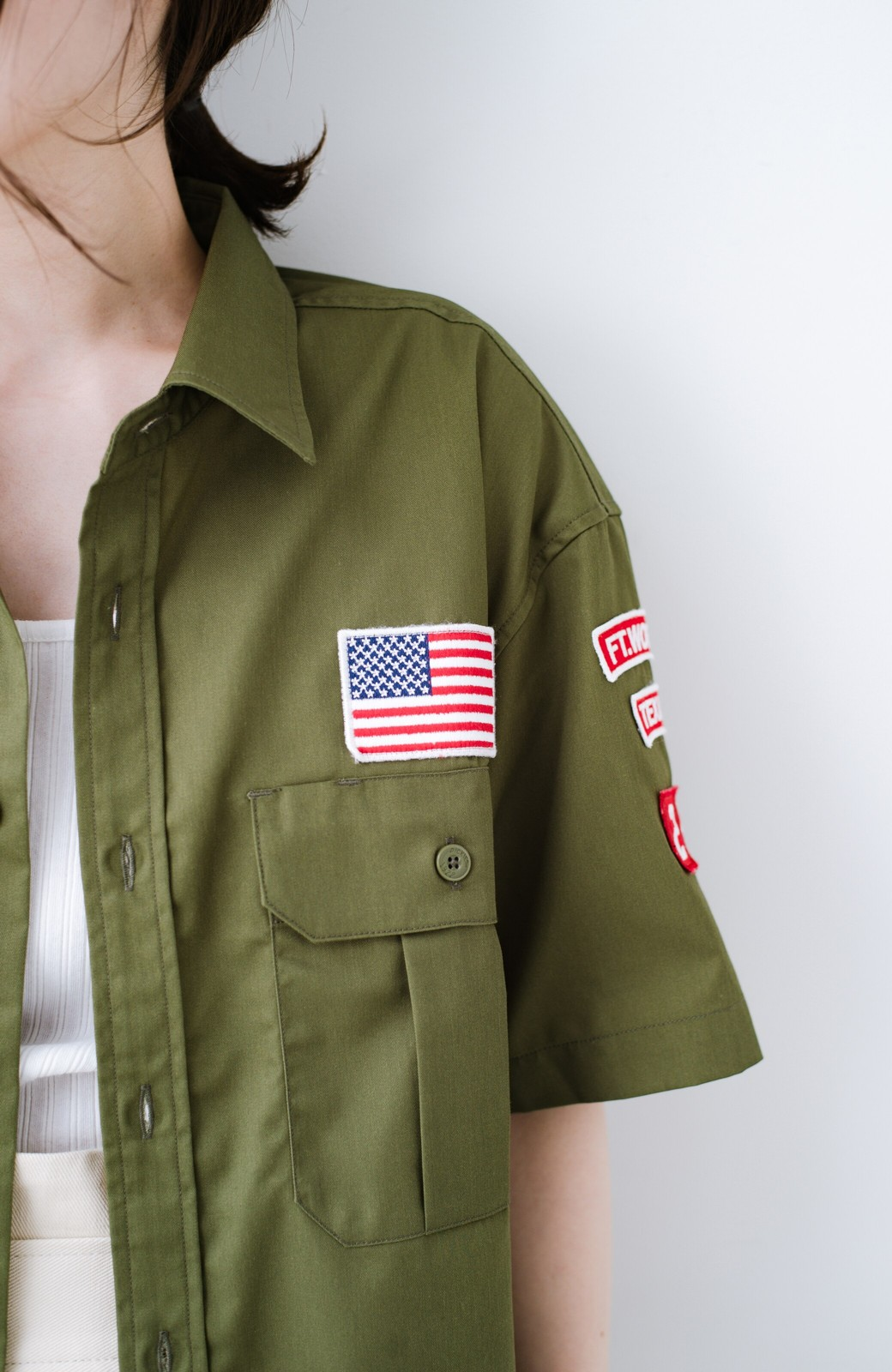haco! Dickies TCツイルワッペン付きルーズフィット半袖ワークシャツ <オリーブ>の商品写真4