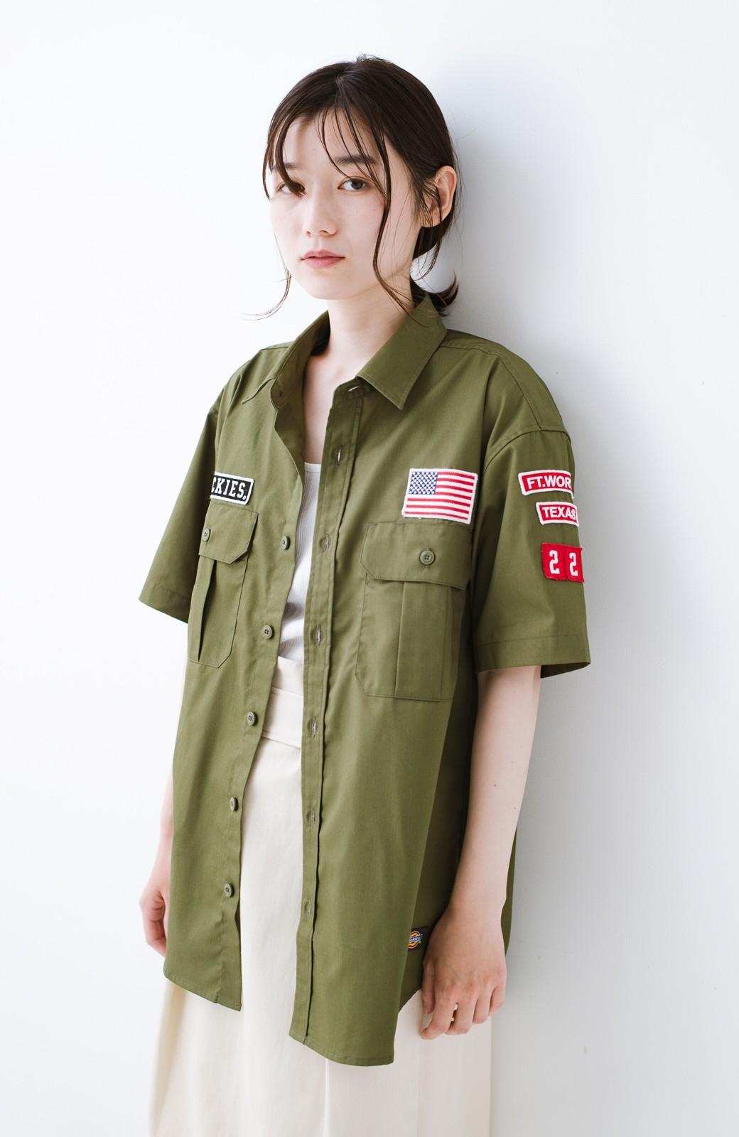 haco! Dickies TCツイルワッペン付きルーズフィット半袖ワークシャツ <オリーブ>の商品写真2