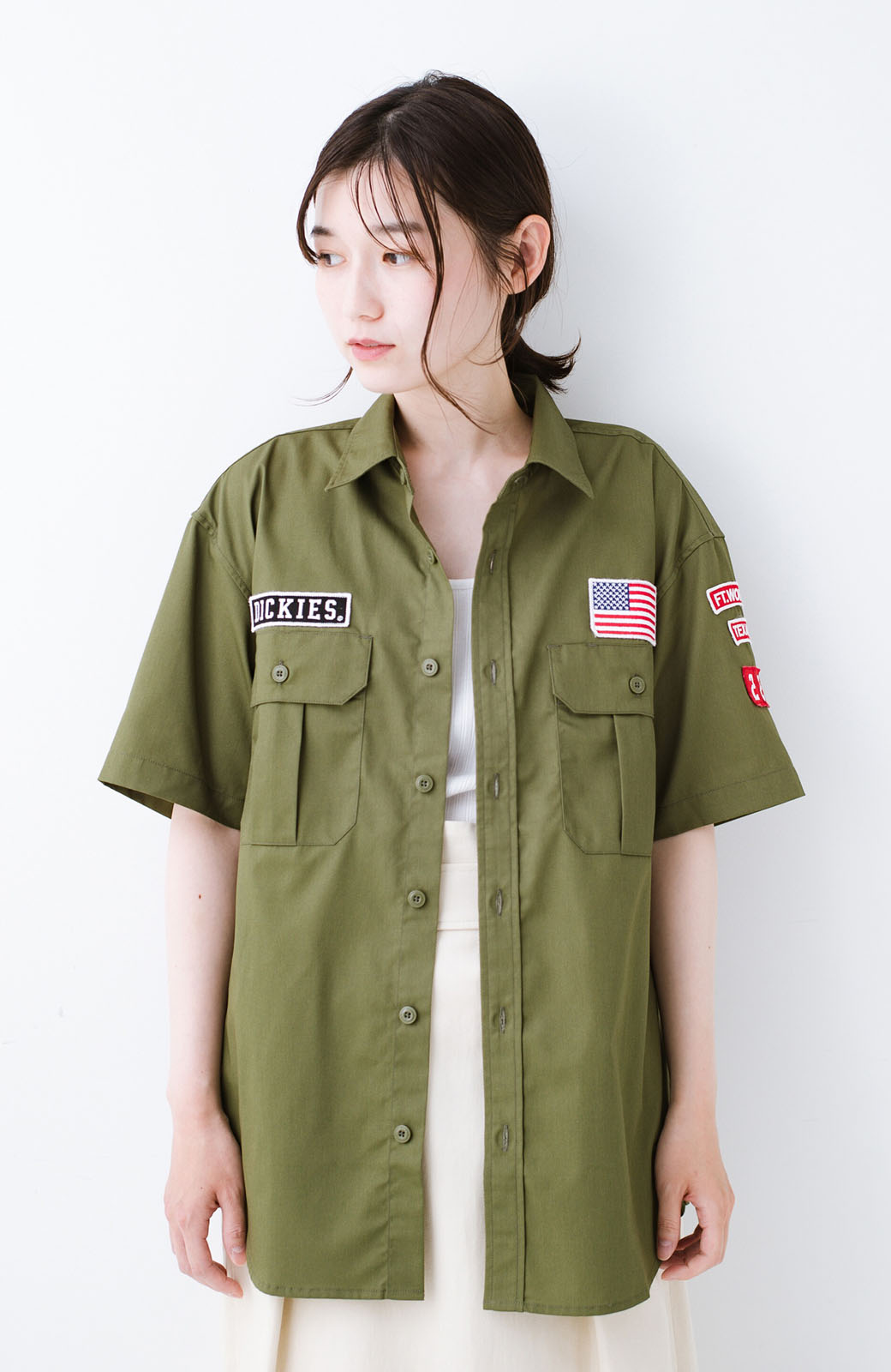 haco! Dickies TCツイルワッペン付きルーズフィット半袖ワークシャツ <オリーブ>の商品写真1