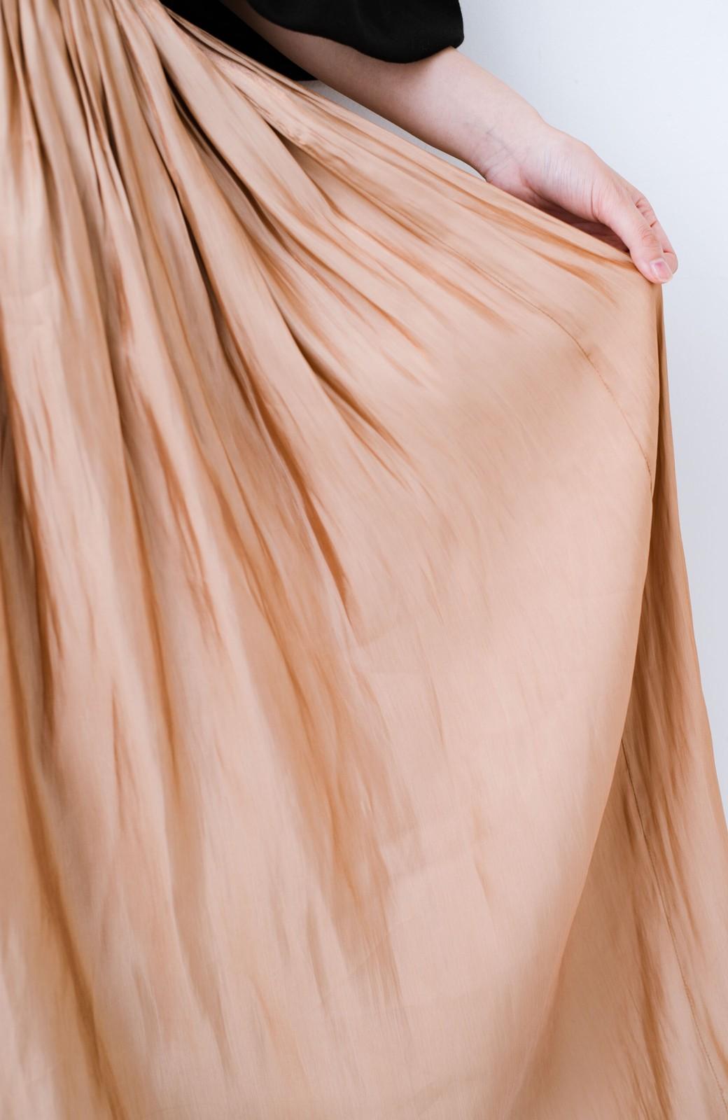 haco! 1枚でも重ね着にも便利なキラキラ素材がかわいいロングスカート by laulea <ライトブラウン>の商品写真3