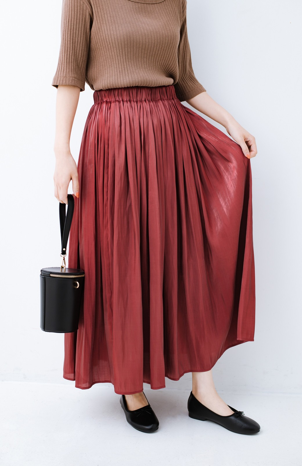 haco! 【人気のため新色追加!】1枚でも重ね着にも便利なキラキラ素材がかわいいロングスカート by laulea <ボルドー>の商品写真1