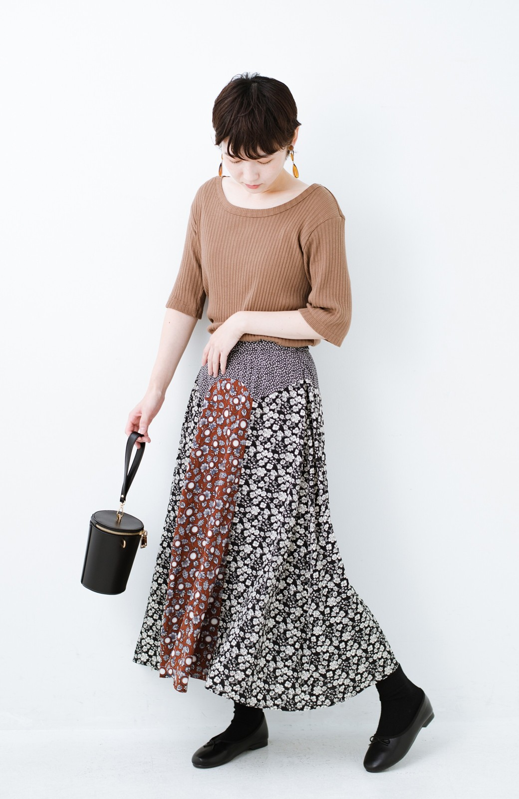 haco! 【洗濯機洗いOK】シンプルなトップスに合わせるだけでかわいくなれる MIX柄スカート <ブラックミックス>の商品写真4