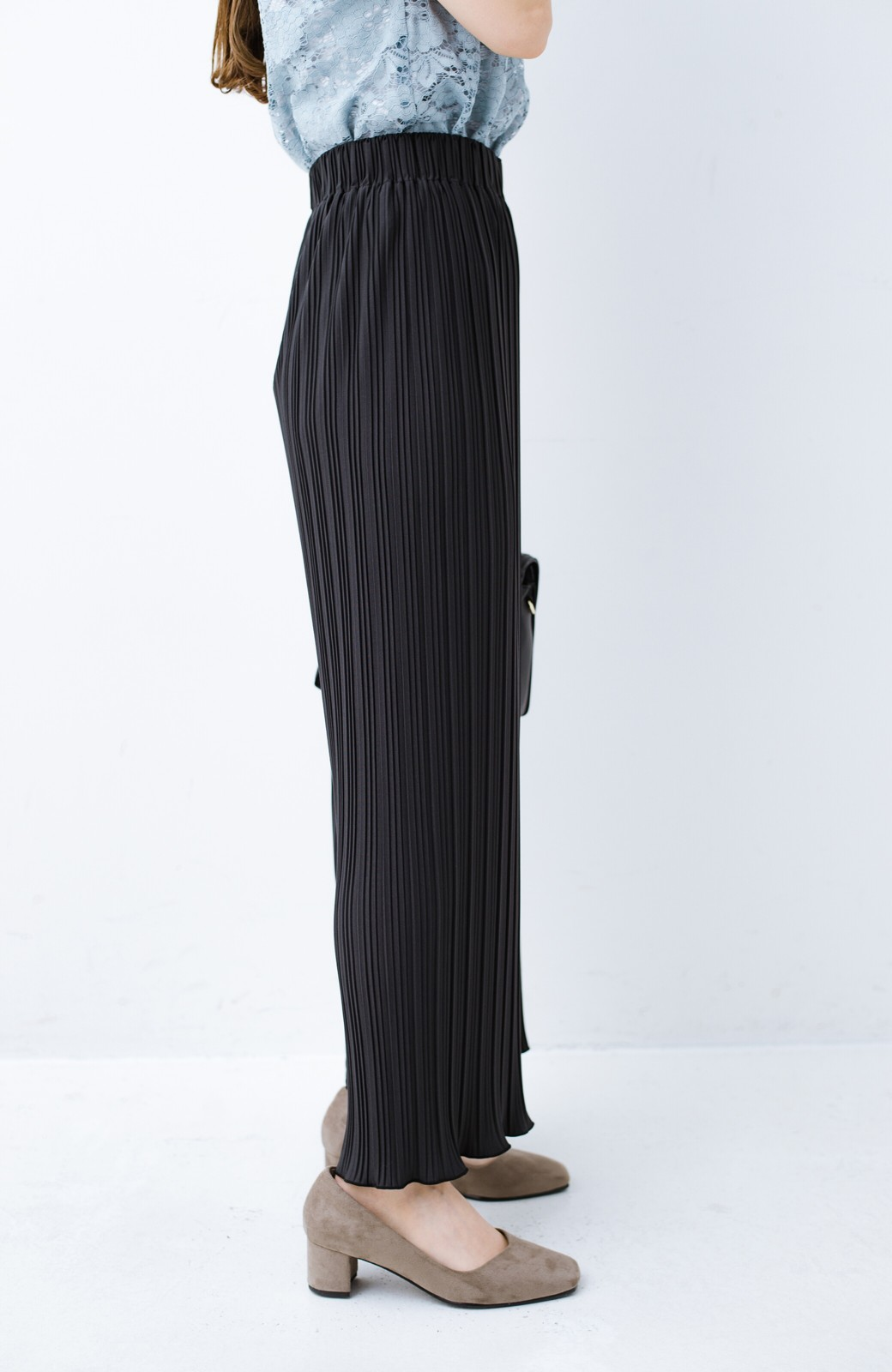 haco! パンツ派さんのデートにもカジュアル派さんの重ね着にも便利なプリーツパンツ  <チャコールグレー>の商品写真6