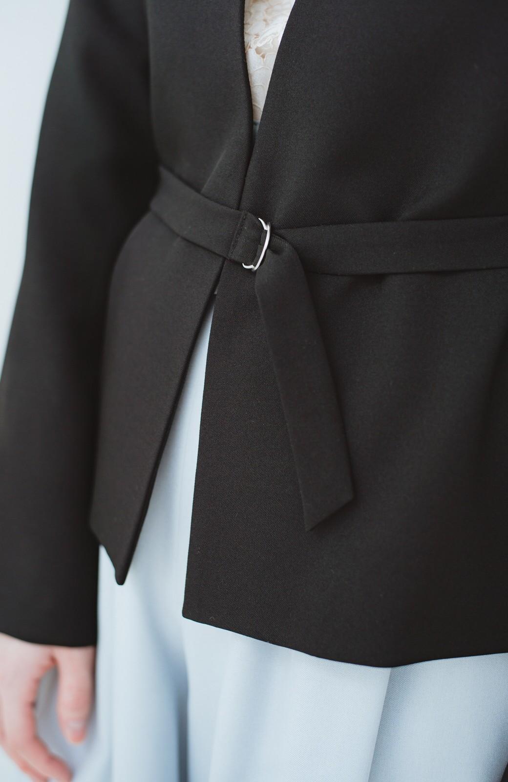 haco! 持っていると便利な 野暮ったくならないウエストベルト付きフォーマルジャケット <ブラック>の商品写真3