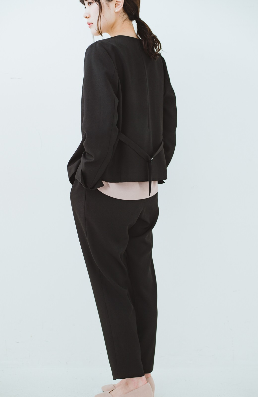 haco! 持っていると便利な 野暮ったくならないウエストベルト付きフォーマルジャケット <ブラック>の商品写真27