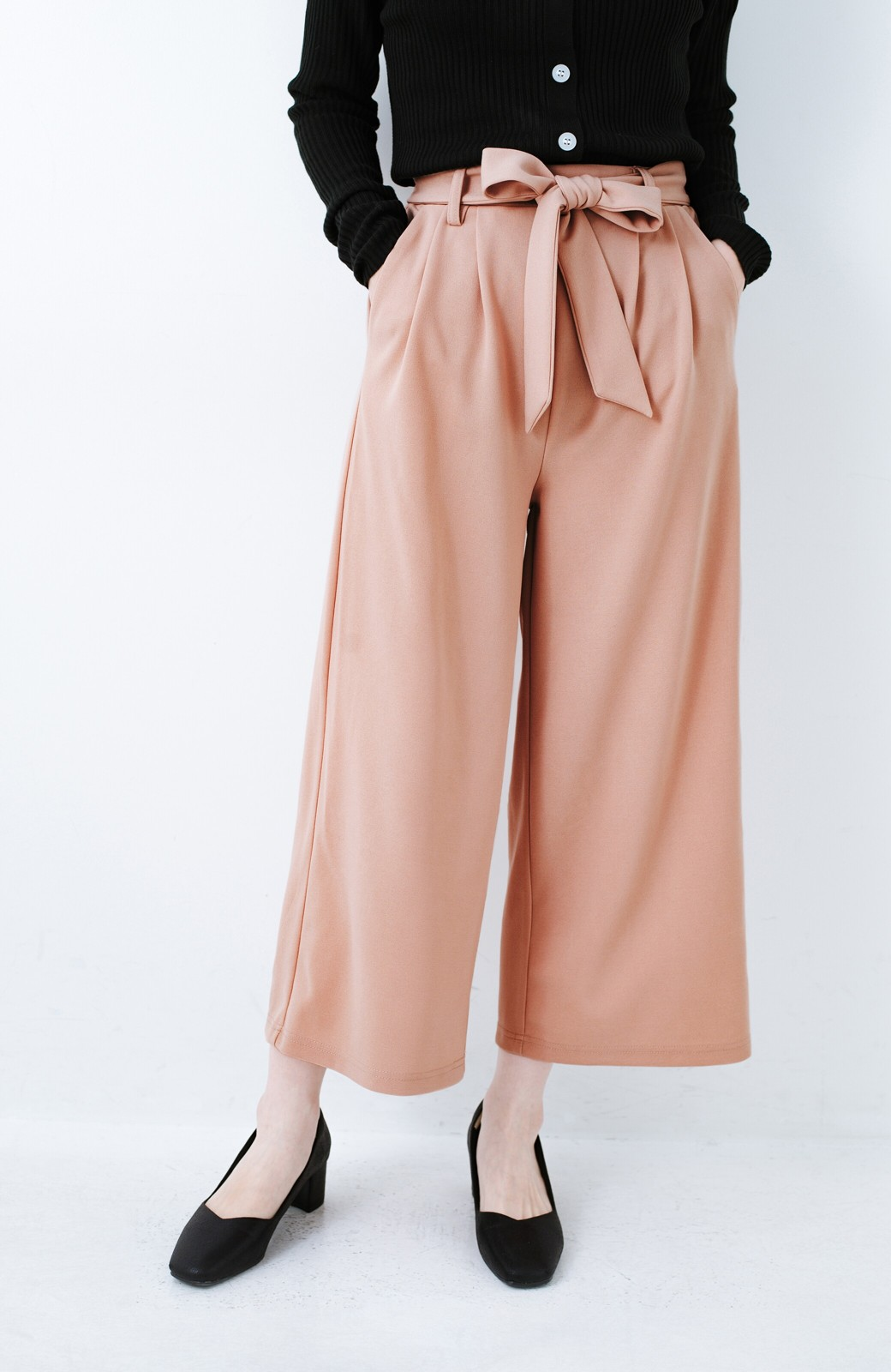 haco! きれいに見えて実は動きやすい!とにかく便利な短め丈パンツ by Nohea <ピンクベージュ>の商品写真1