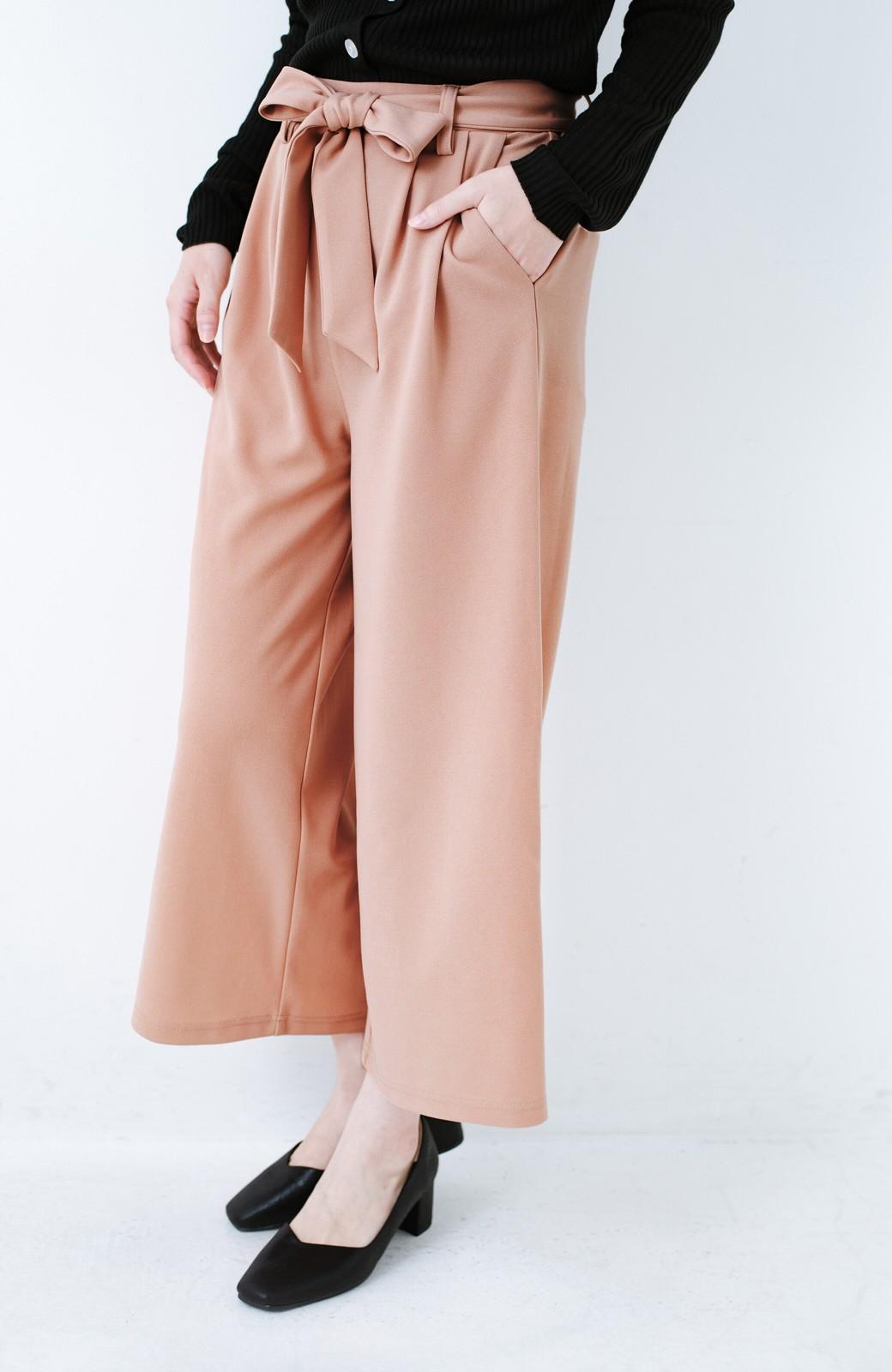 haco! きれいに見えて実は動きやすい!とにかく便利な短め丈パンツ by Nohea <ピンクベージュ>の商品写真4