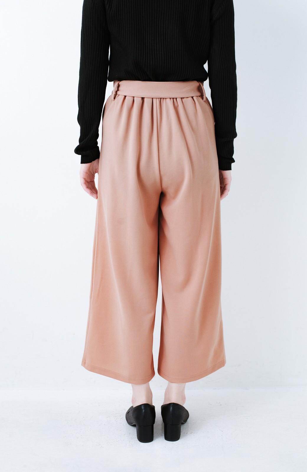 haco! きれいに見えて実は動きやすい!とにかく便利な短め丈パンツ by Nohea <ピンクベージュ>の商品写真6