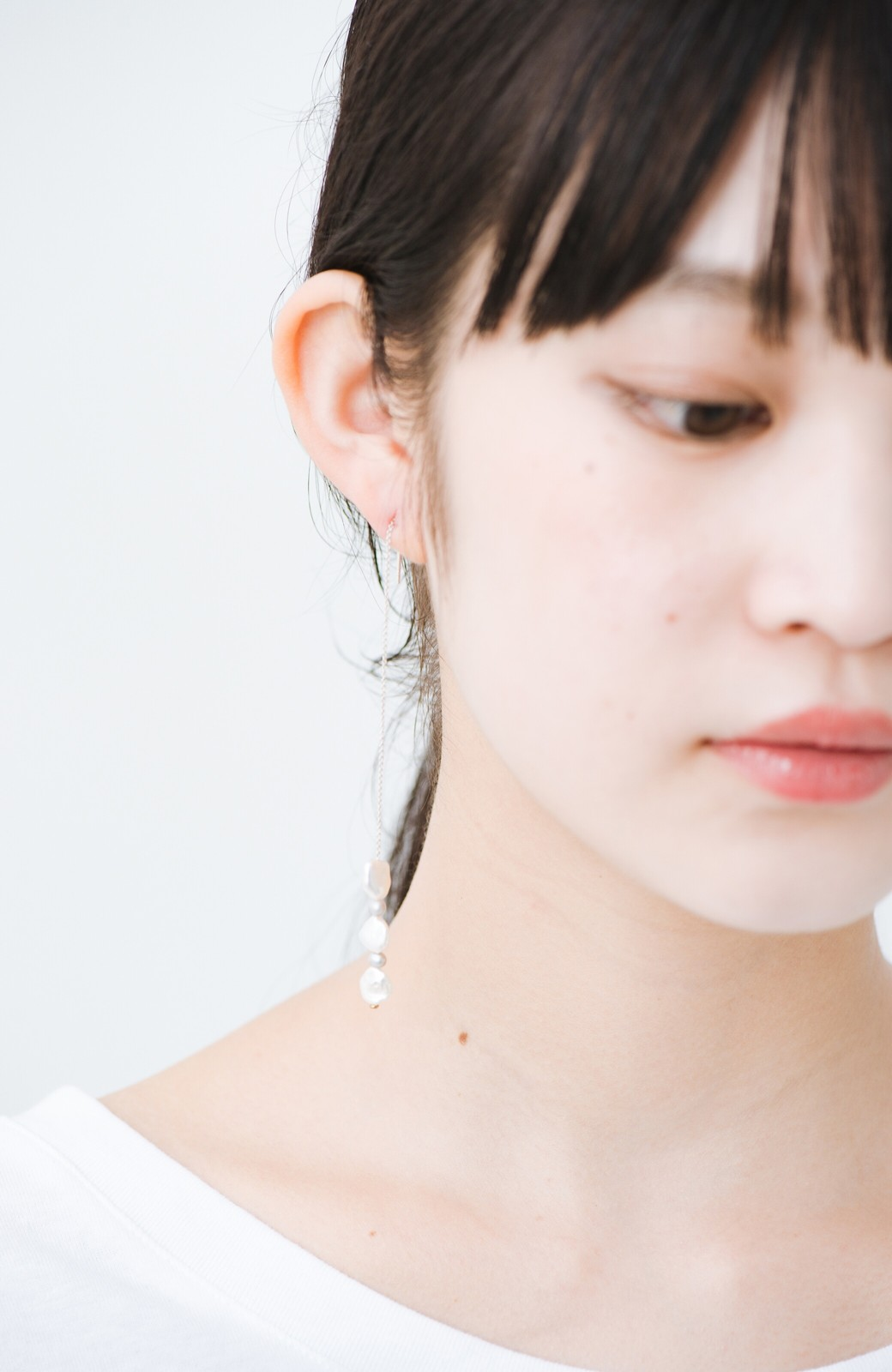 haco! 連なるチェーン&淡水パールがきれいなピアス ines by ciika <グレー>の商品写真5