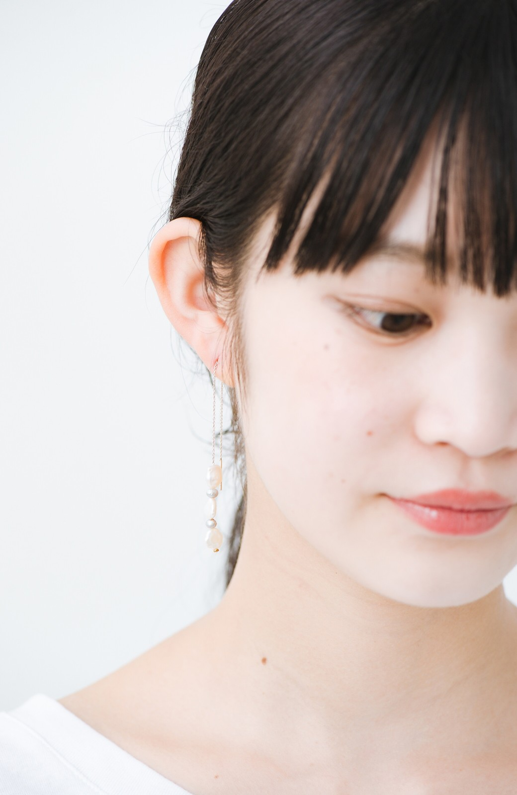 haco! 連なるチェーン&淡水パールがきれいなピアス ines by ciika <グレー>の商品写真7
