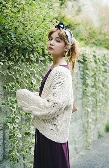 haco! アウターがわりに着られる 手編みのざっくりニットカーディガン<アイボリー>の商品写真