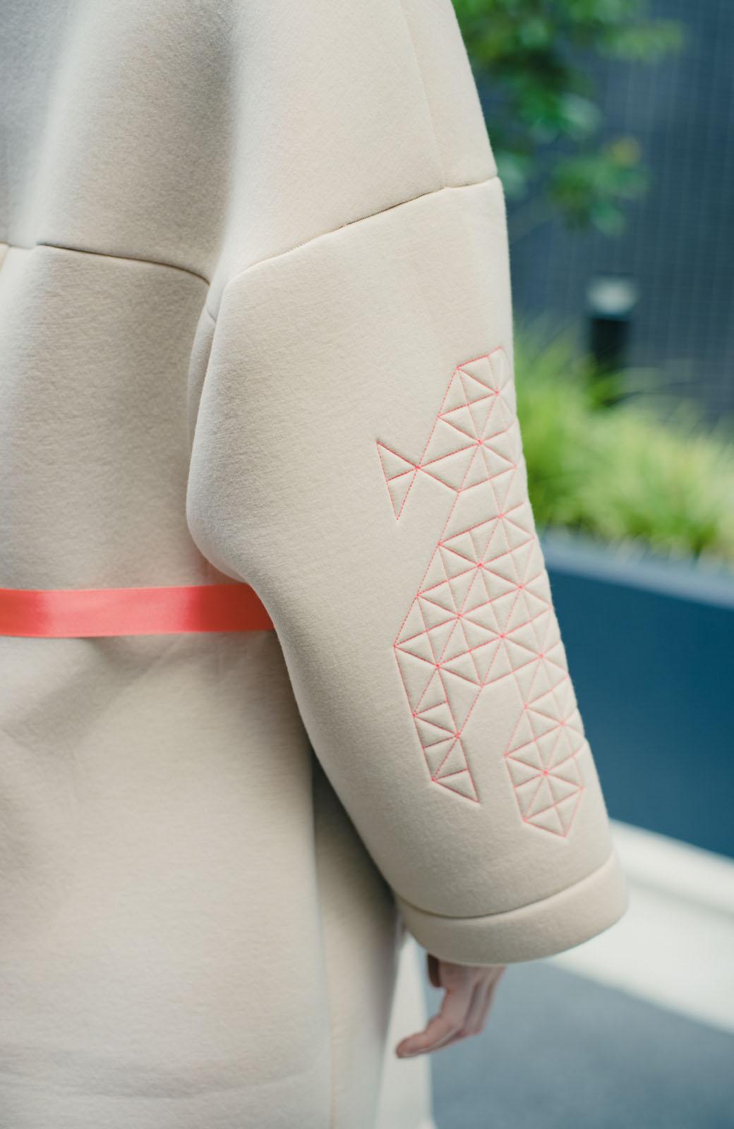haco! haco! × RBTXCOネオンカラーで気分もUP!DOGUU(土偶)刺繍と蛍光リボンのボンディングコート <ベージュ>の商品写真15